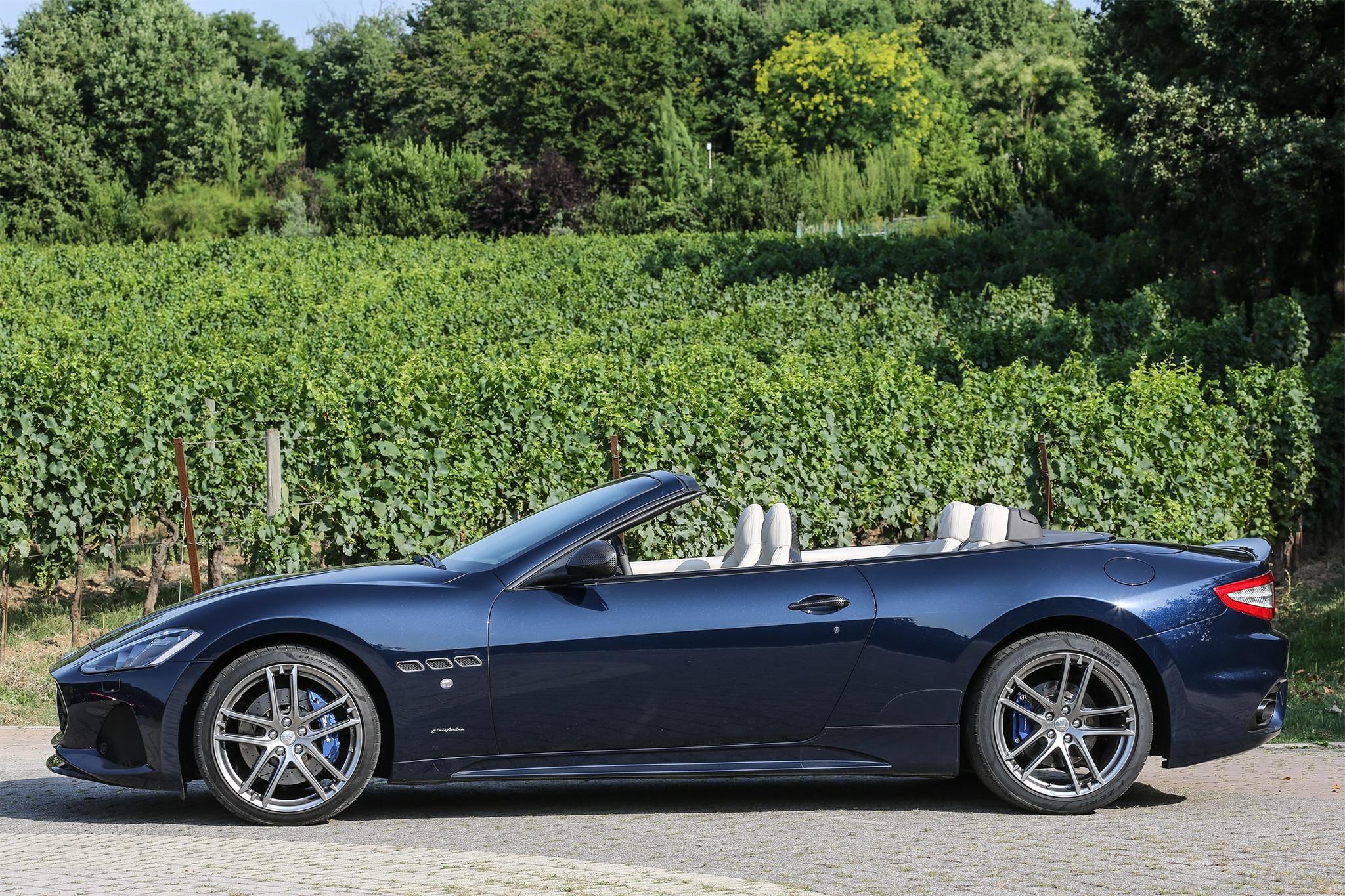 http://st.automobilemag.com/uploads/sites/11/2017/07/2018-Maserati-GranCabrio-Sport-side-profile-01.jpg