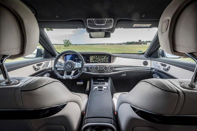 http://st.automobilemag.com/uploads/sites/11/2017/07/2018-Mercedes-AMG-S63-4Matic-cabin-01.jpg?interpolation=lanczos-none&fit=around%7C660:440