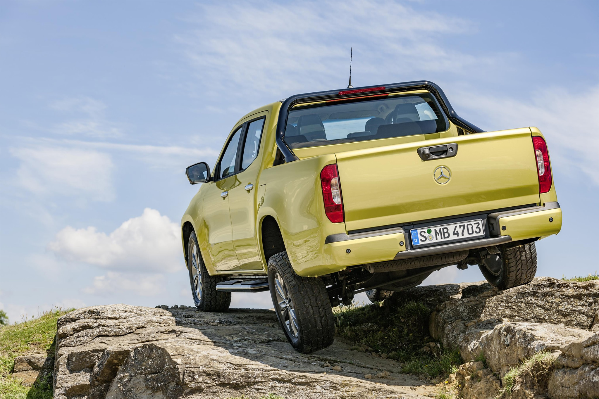 http://st.automobilemag.com/uploads/sites/11/2017/07/2018-Mercedes-Benz-X-Class-rear-three-quarter-01.jpg