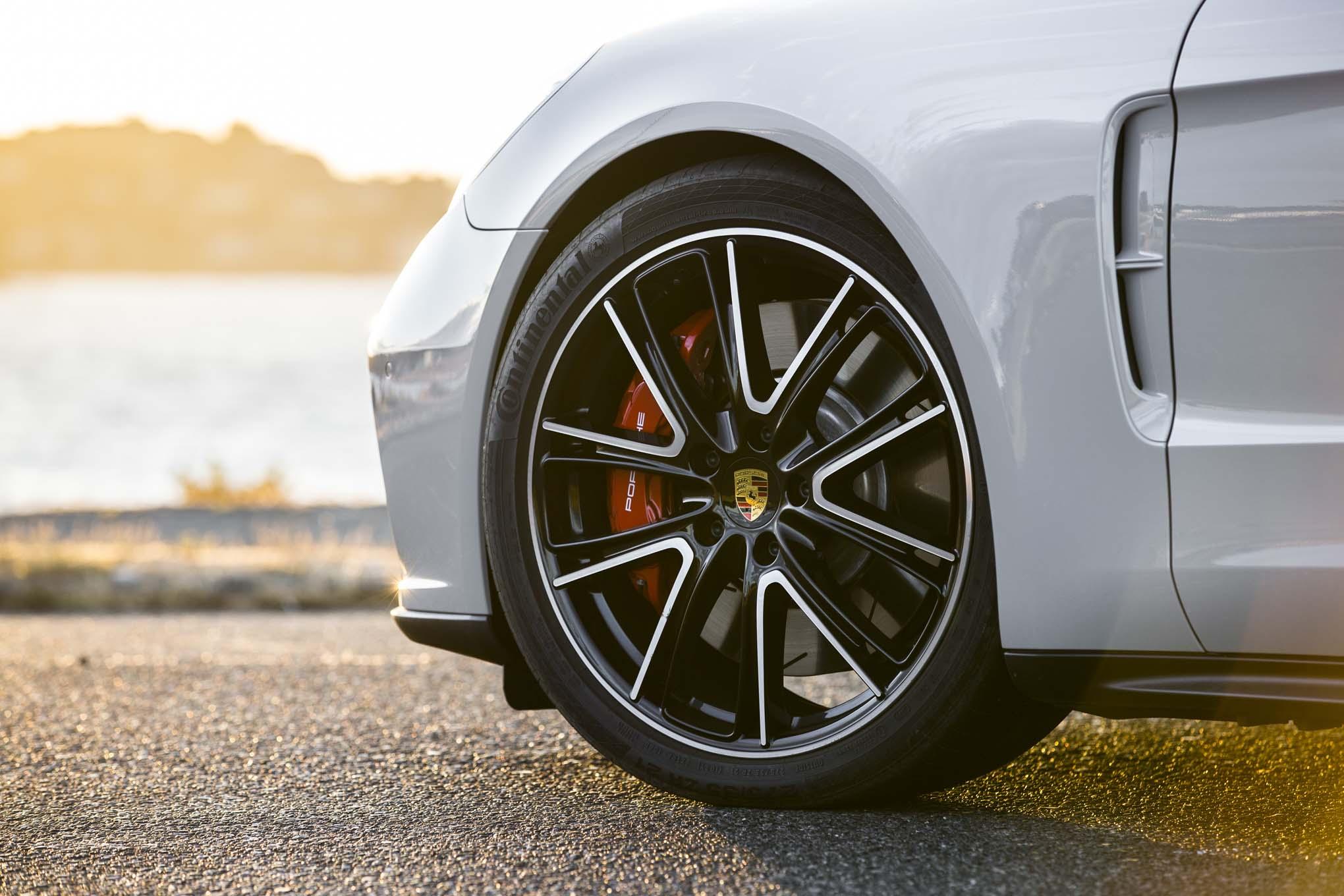2018 Porsche Panamera Sport Turismo Front Wheels 02