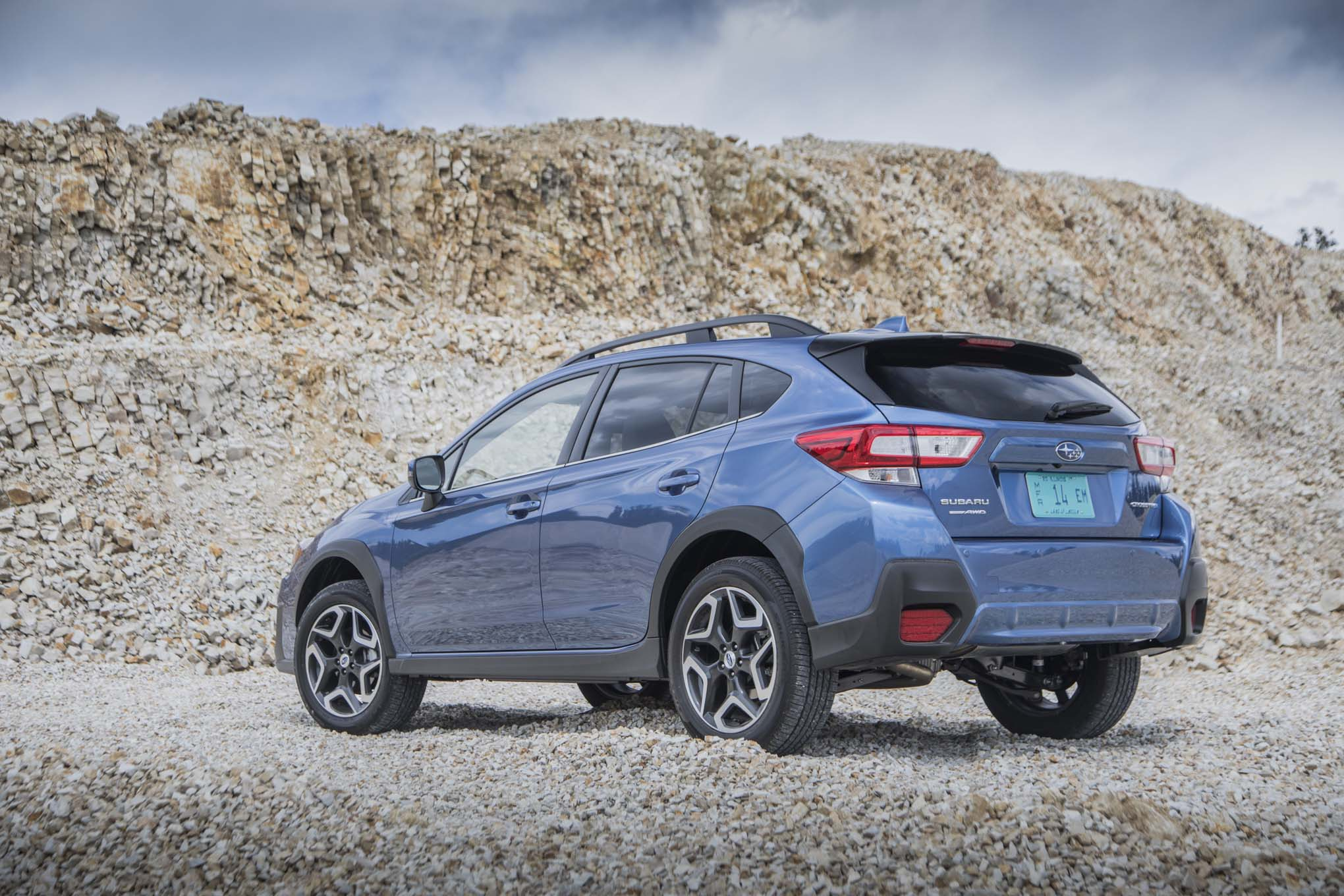 2018 subaru crosstrek first drive review automobile magazine for Subaru crosstrek 2017 interior