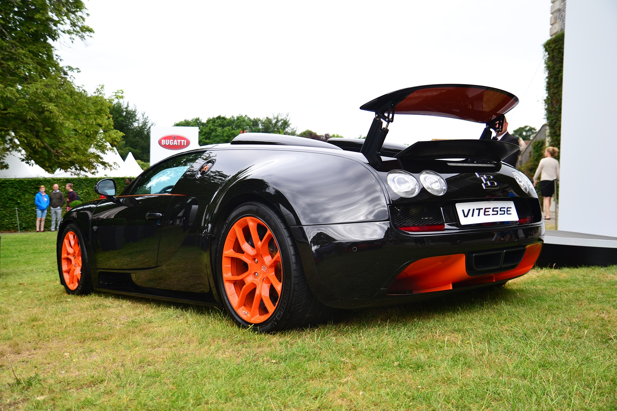 Bugatti-Veyron-Grand-Sport-Vitesse-Goodwood-Rear-Three-Quarters Astounding Bugatti Veyron Grand Sport Vitesse Roof Cars Trend
