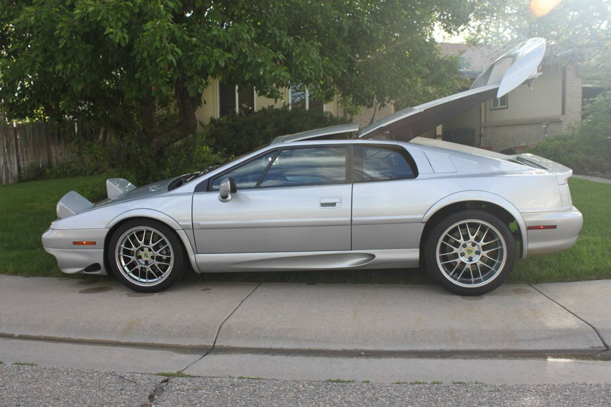 http://st.automobilemag.com/uploads/sites/11/2017/08/2002-Lotus-Esprit-V8-Just-Listed-Side.jpg