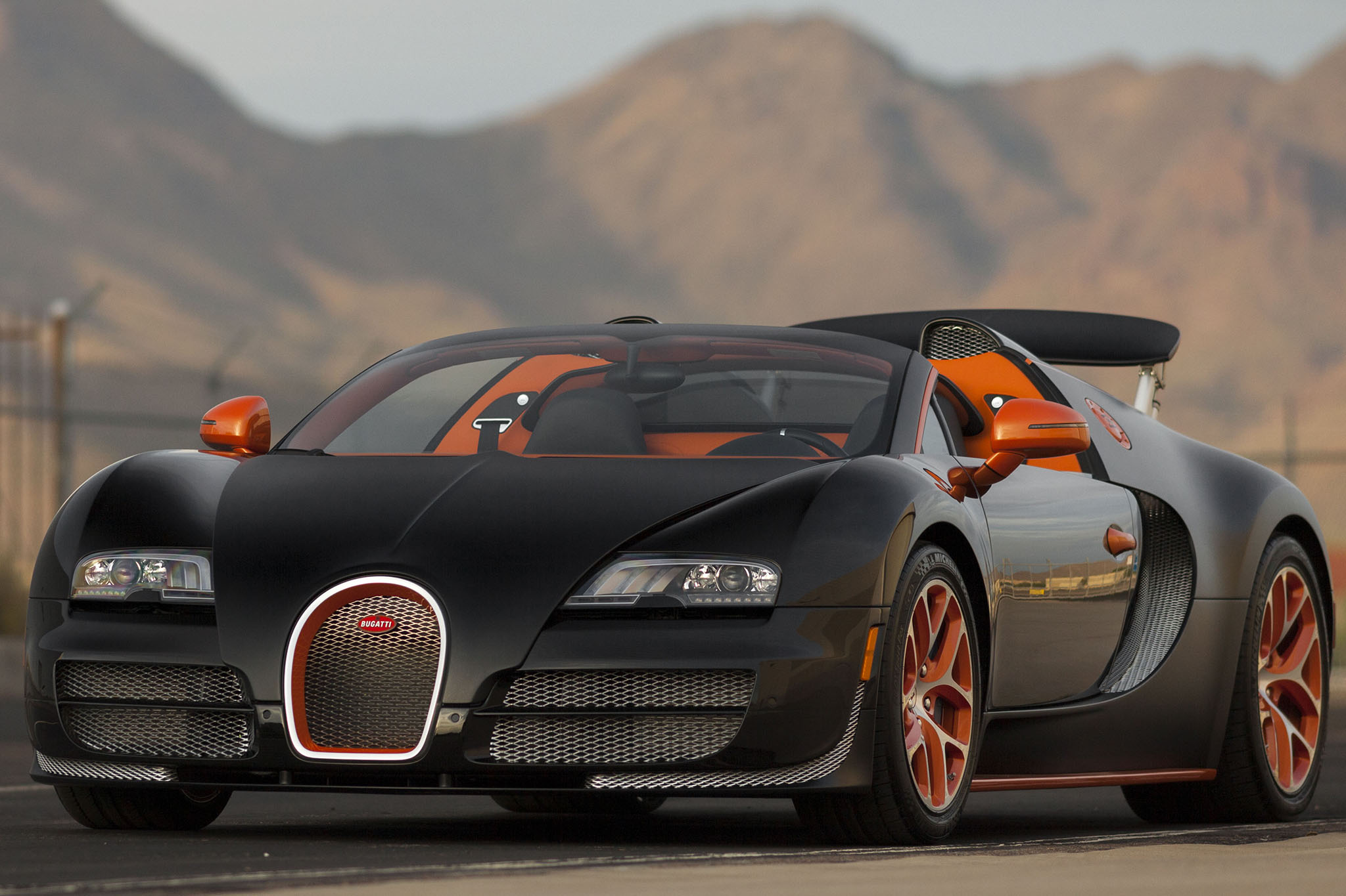 2015-Bugatti-Veyron-Grand-Sport-Vitesse-Mecum-Front-Three-Quarters Terrific Bugatti Veyron Grand Sport Vitesse Gold Cars Trend