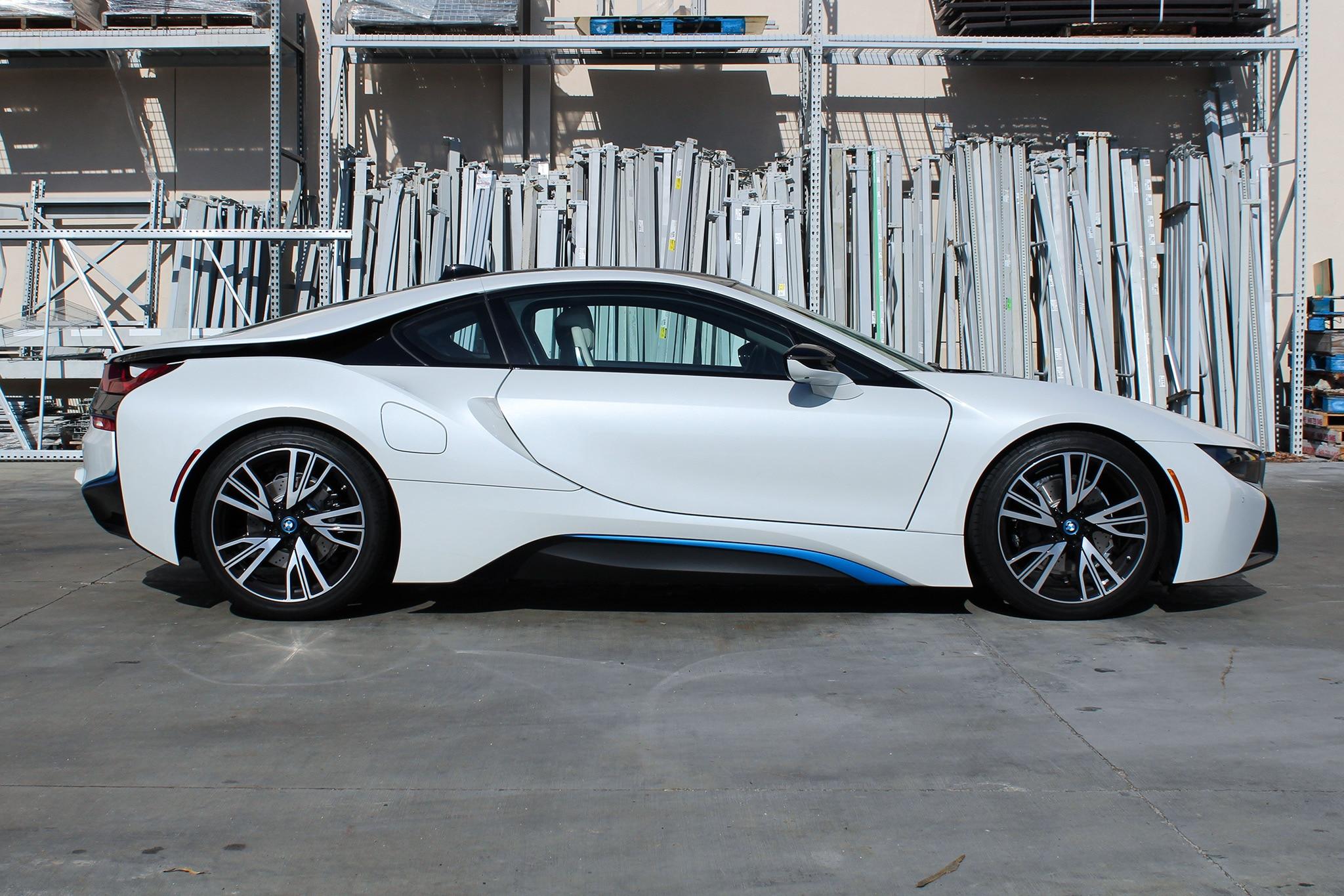 2016 BMW I8 Side Profile 01