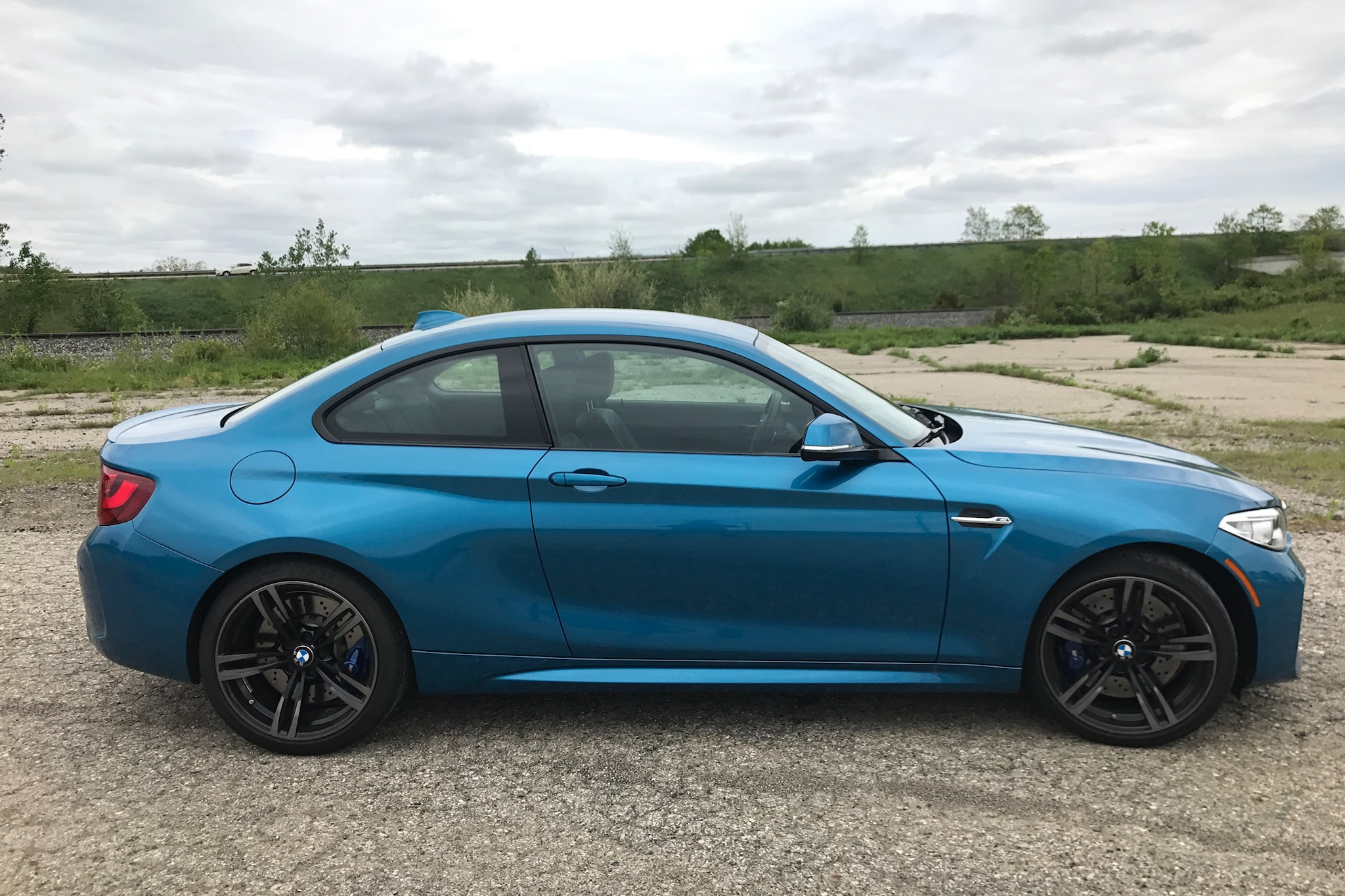 2017 BMW M2 Side Profile 02