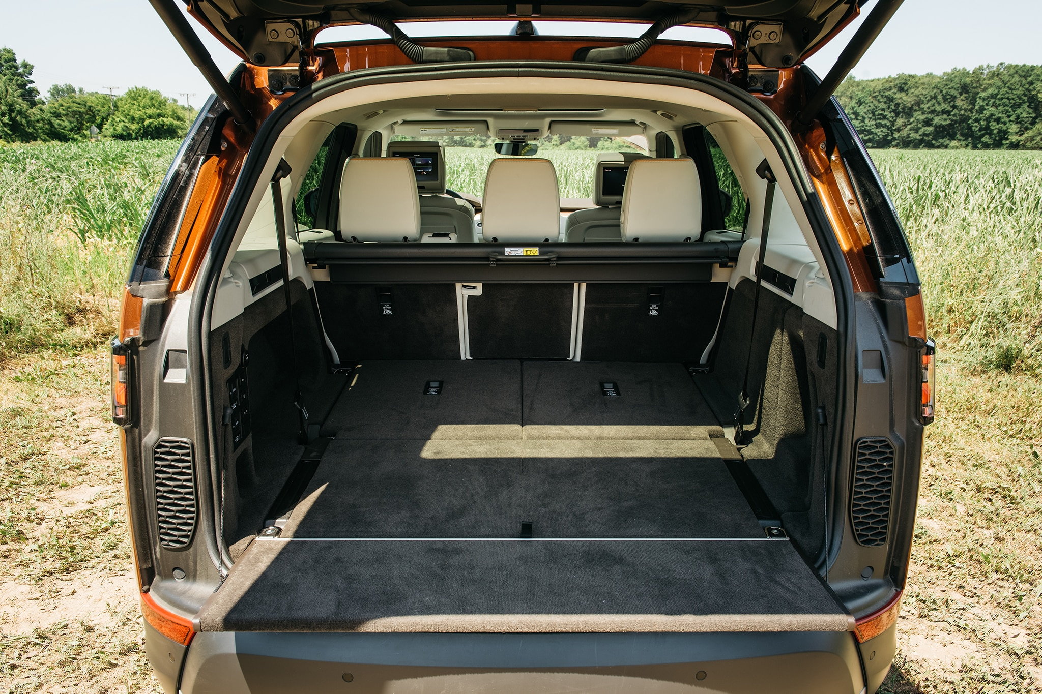2017 Land Rover Discovery Td6 HSE Cargo Space