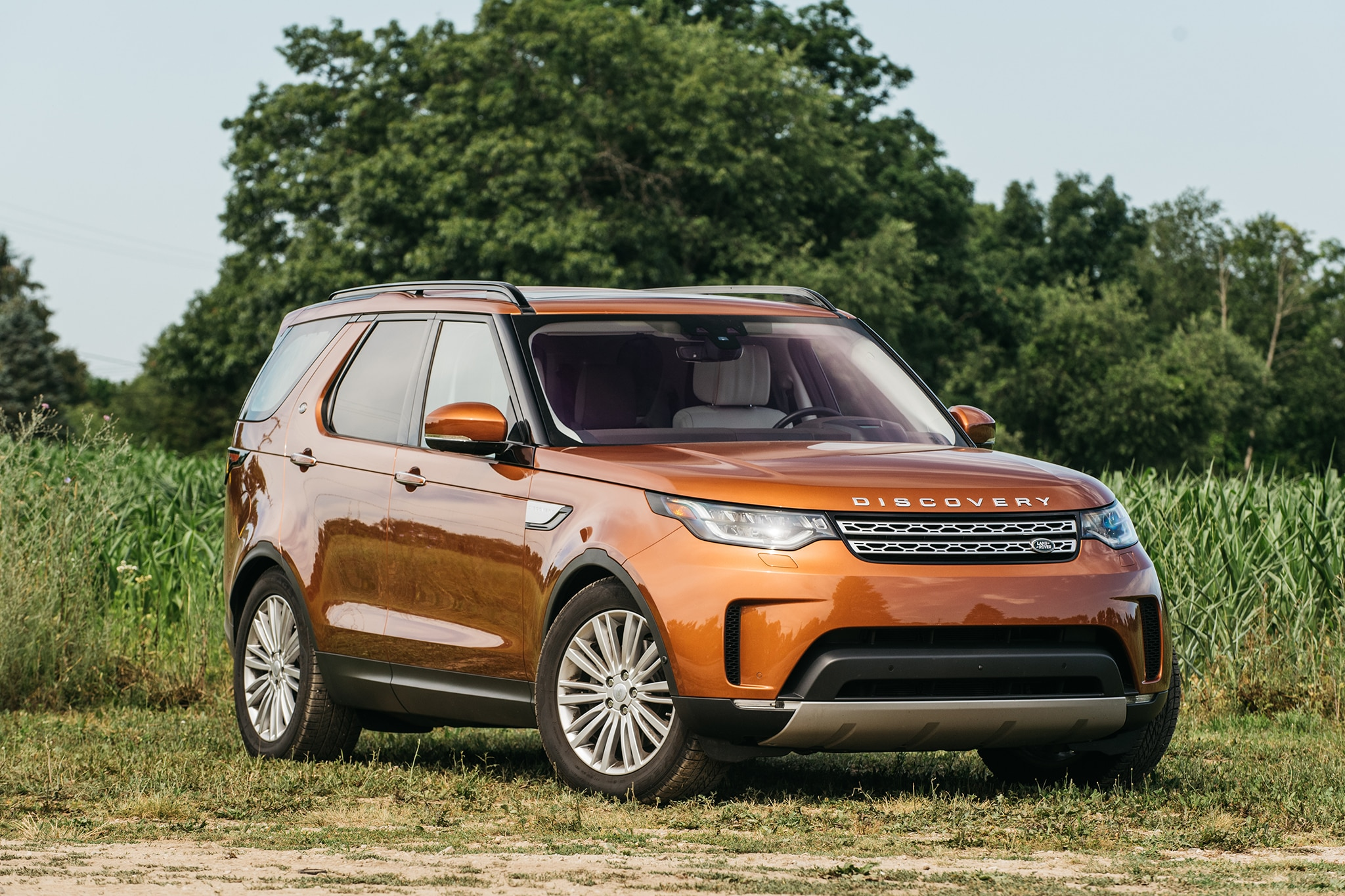 an orange 2017 land rover discovery joins the four seasons fleet automobile magazine. Black Bedroom Furniture Sets. Home Design Ideas