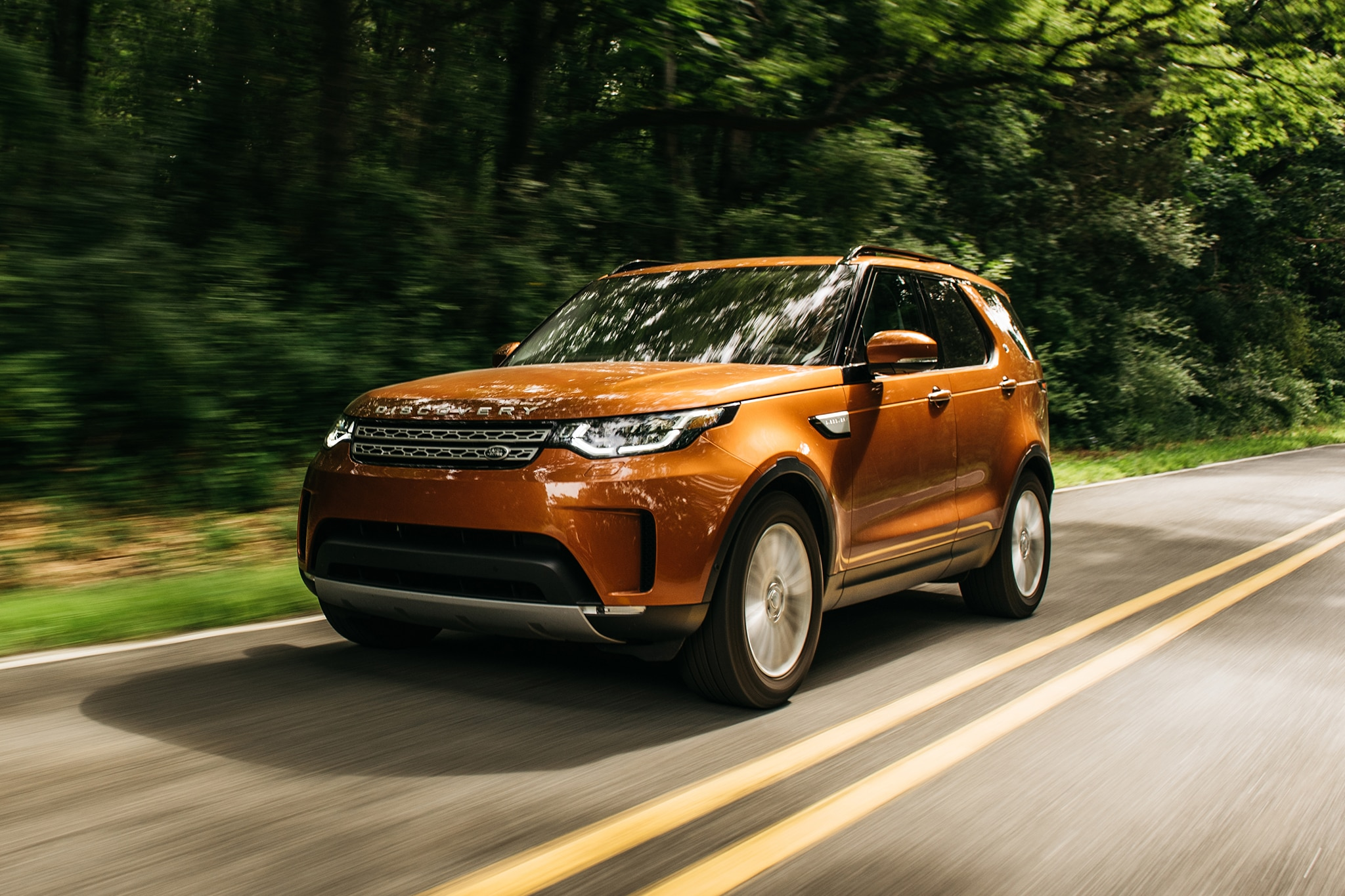 2017 Land Rover Discovery Td6 HSE Front Three Quarter In Motion 02