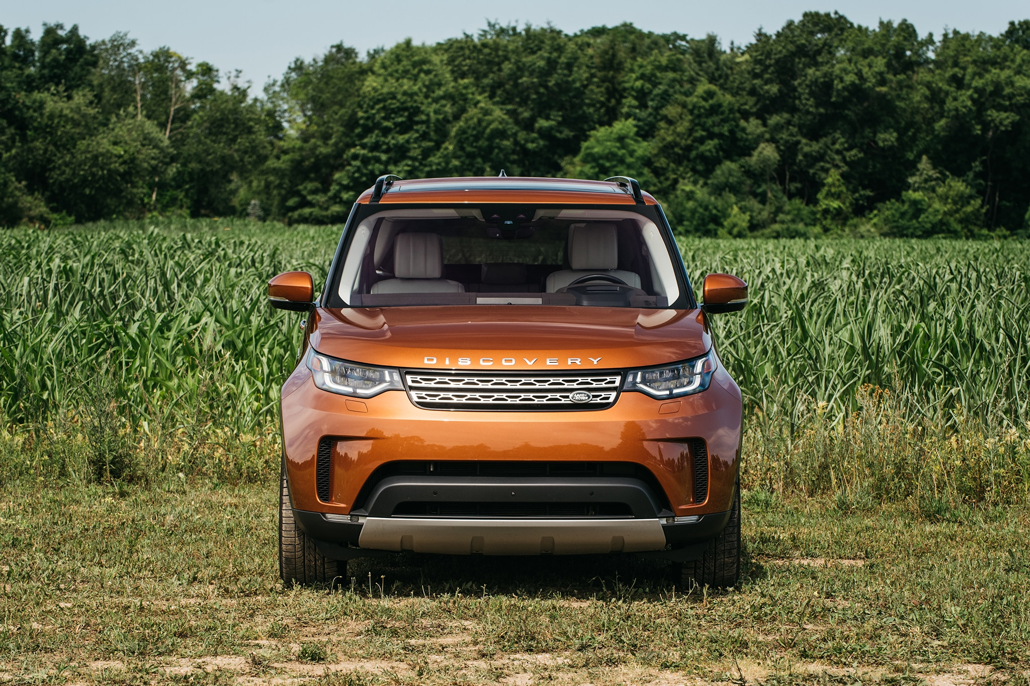 2017 Land Rover Discovery Td6 HSE Front View 01