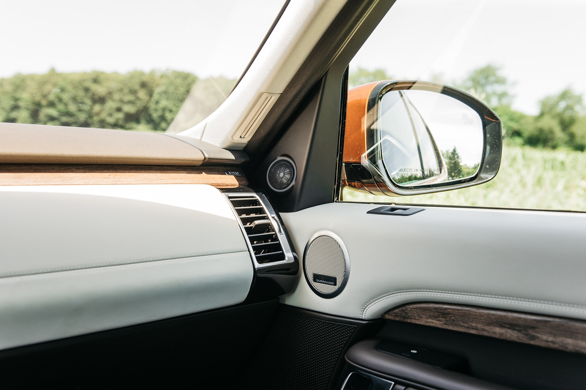 2017 Land Rover Discovery Td6 HSE Interior Trim