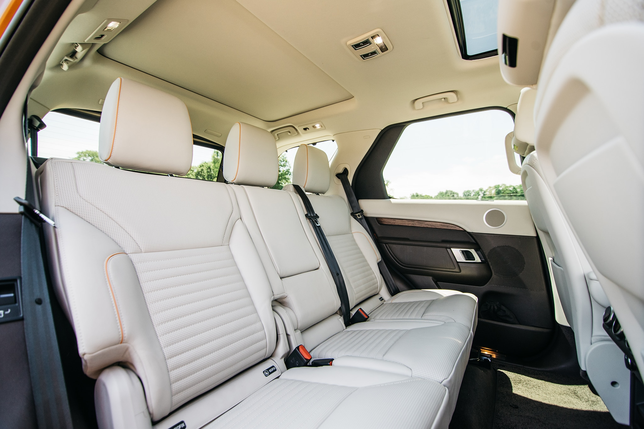 2017 Land Rover Discovery Td6 HSE Rear Seat 01