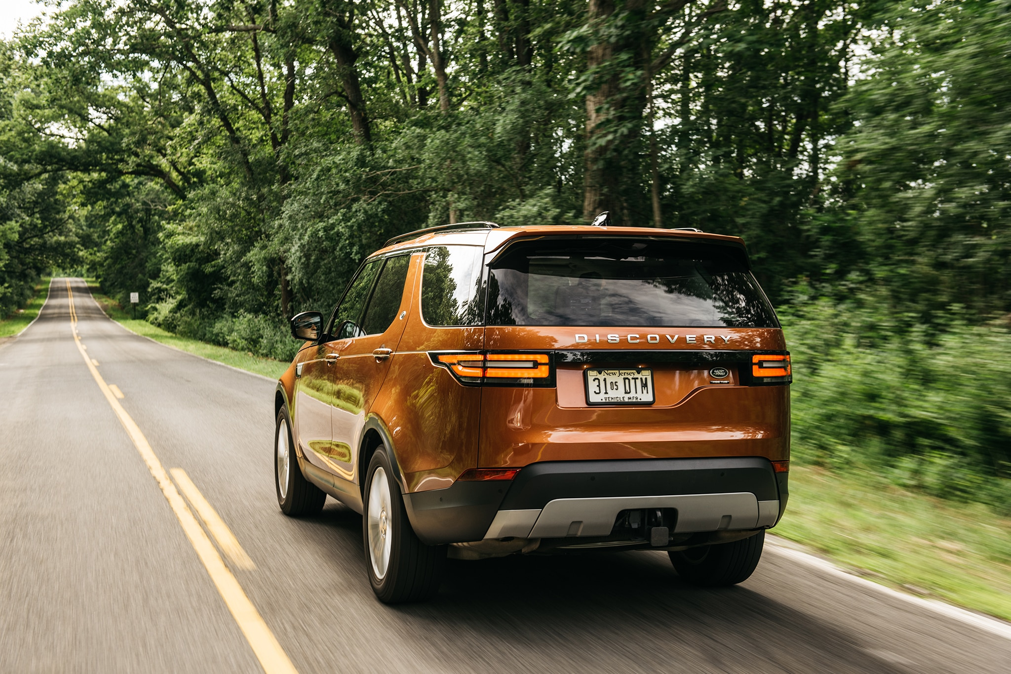 2017 Land Rover Discovery Td6 HSE Rear Three Quarter In Motion 08