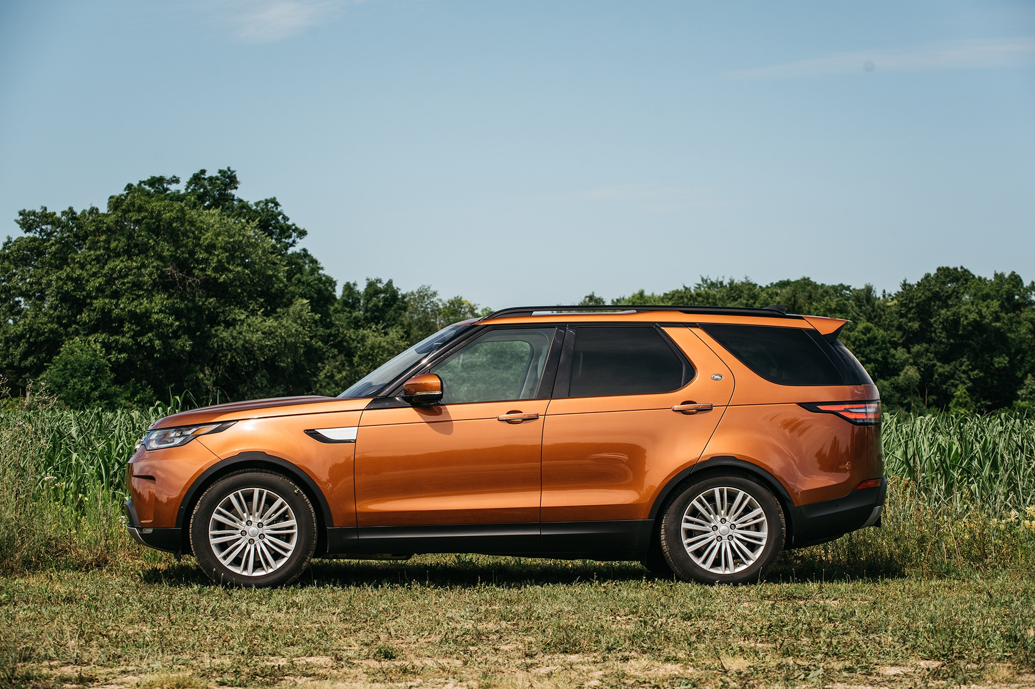 2017 Land Rover Discovery Td6 HSE Side Profile 02