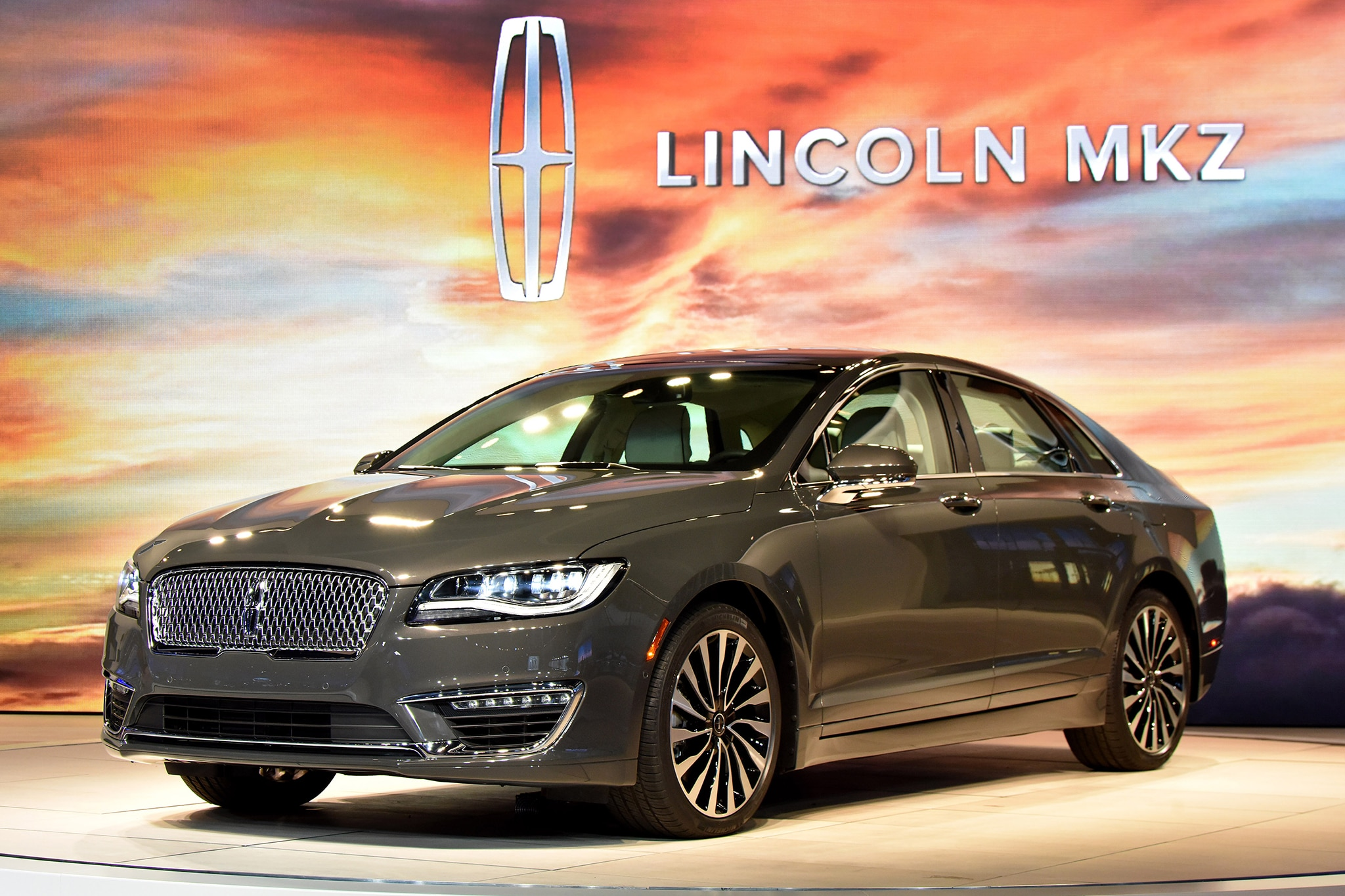 touring the uncanny valley in the 2017 lincoln mkz. Black Bedroom Furniture Sets. Home Design Ideas