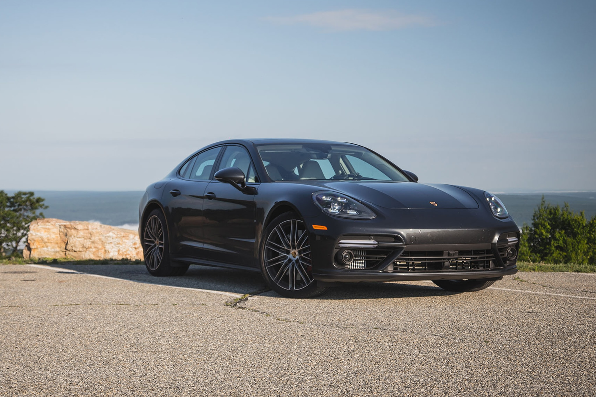 2017 Porsche Panamera Turbo Front Three Quarter 15