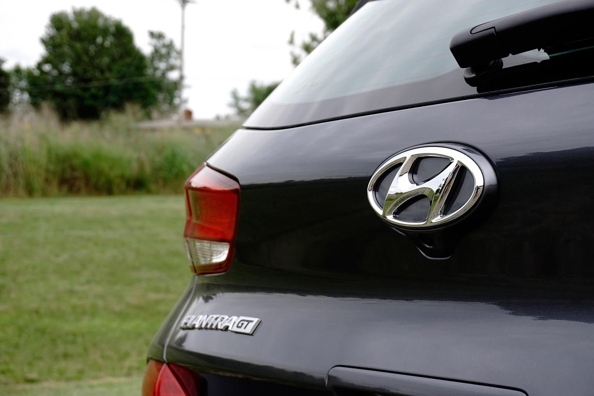 2018-Hyundai-Elantra-GT-badge.jpg
