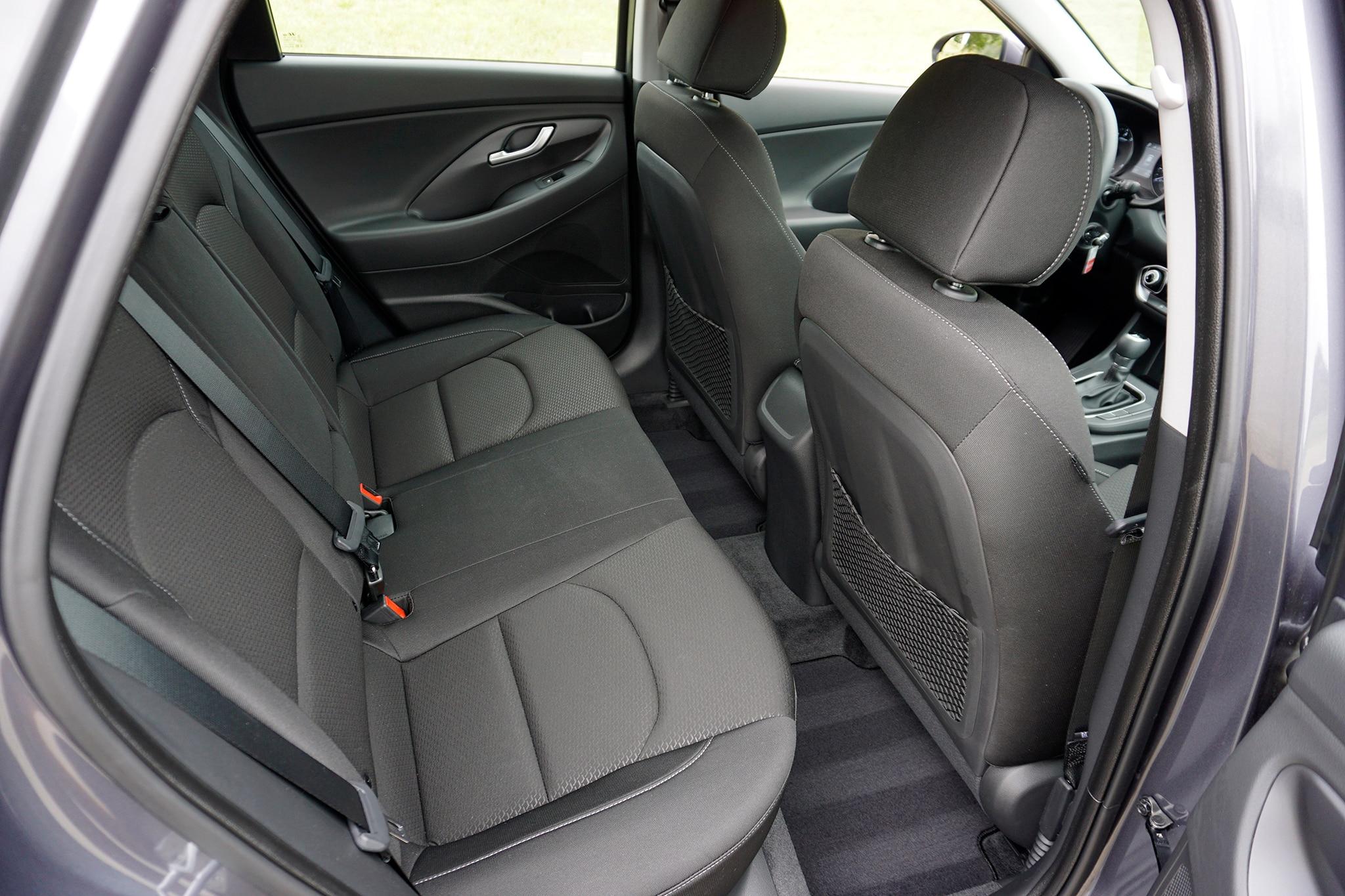 2018-Hyundai-Elantra-GT-rear-seat-01.jpg