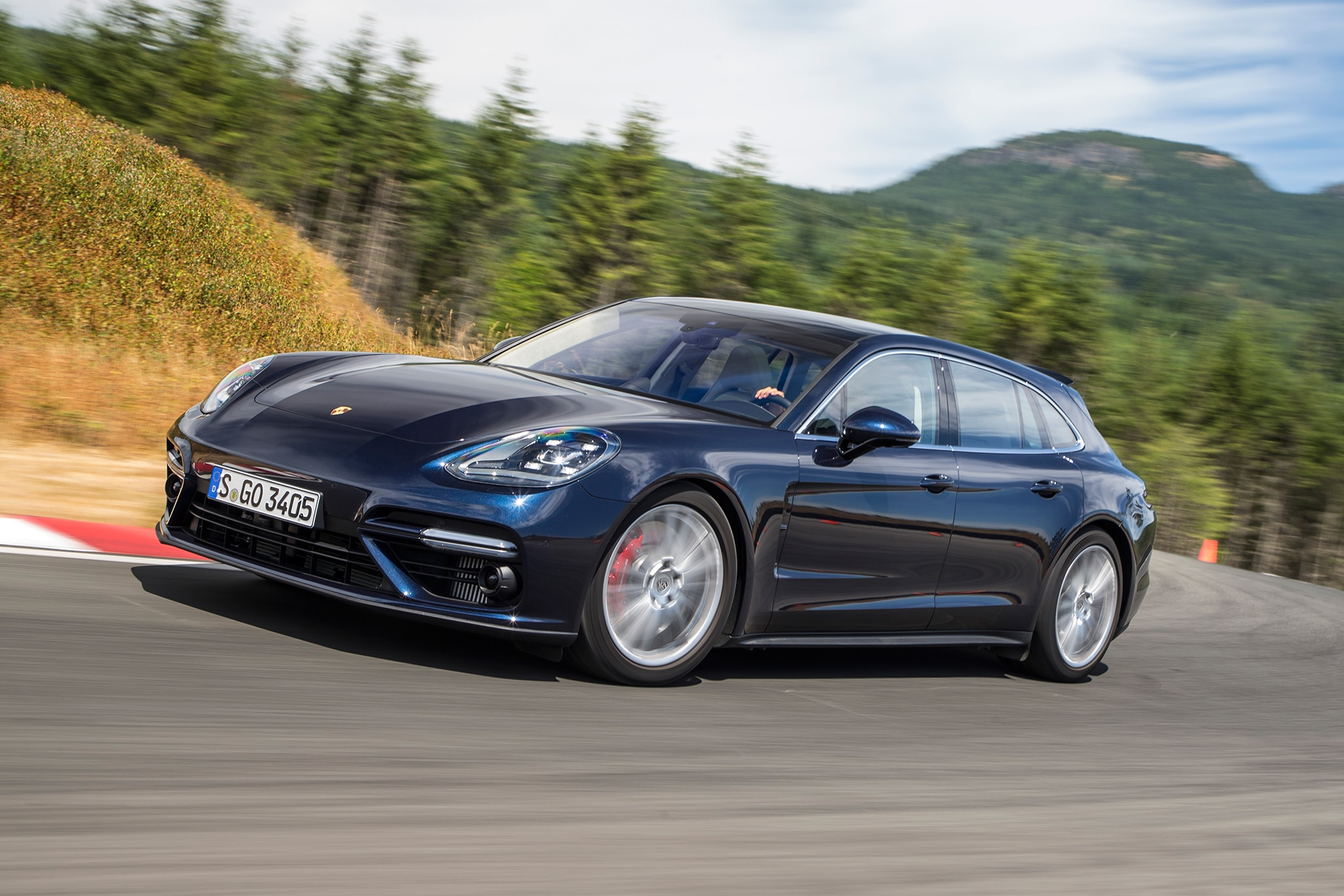 2018 Porsche Panamera Sport Turismo Front Three Quarter In Motion 01