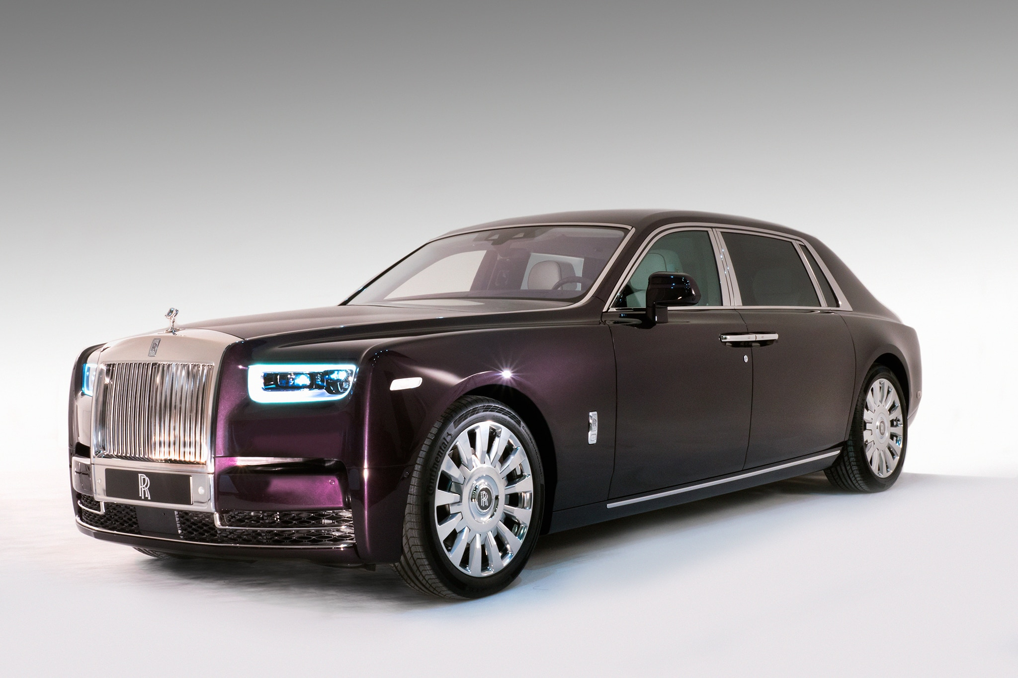 2018 Rolls Royce Phantom VIII Front Three Quarter 06