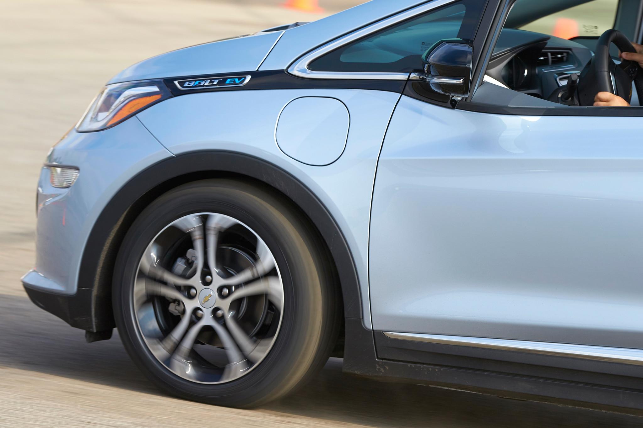 2017 Chevrolet Bolt EV Detail 02