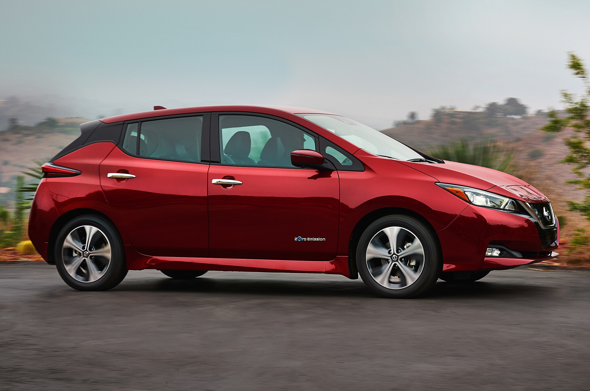 five things you need to know about the 2018 nissan leaf. Black Bedroom Furniture Sets. Home Design Ideas