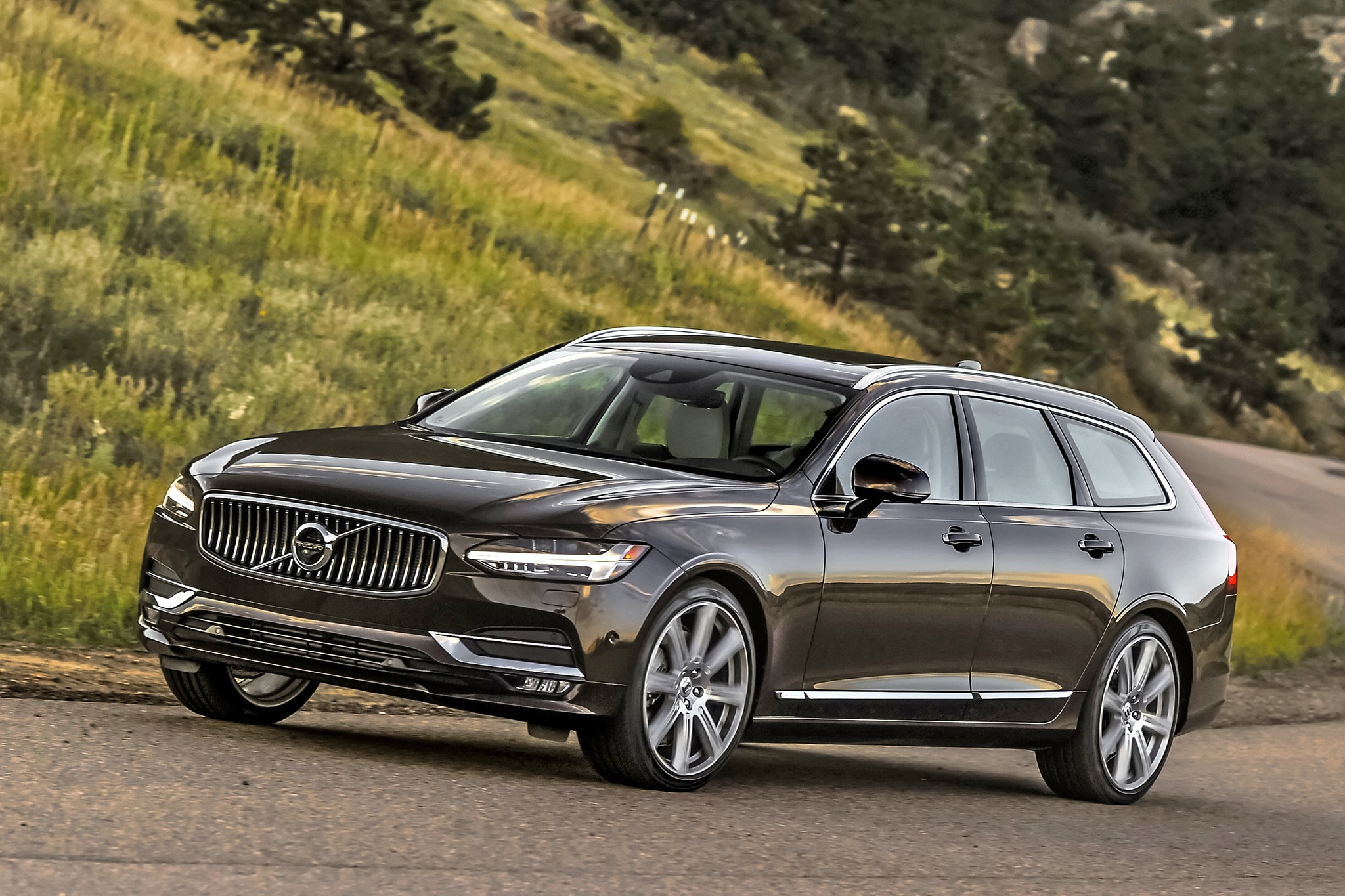 Swedes In Denver We Drive The 2018 Volvo Xc60 V70 And S90 T8 Hybrid Financial News Usa