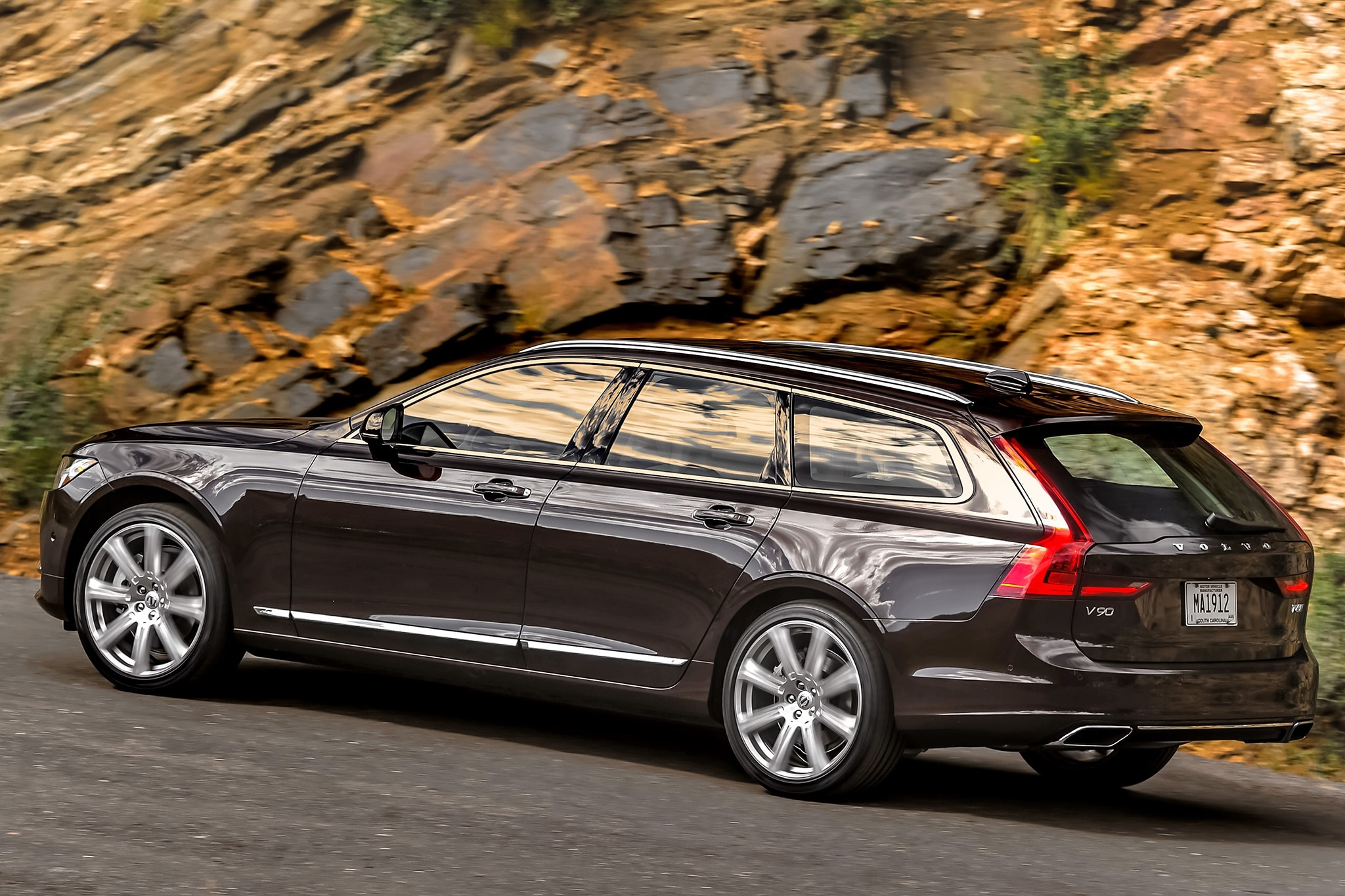 one week with 2018 volvo v90 t6 awd inscription automobile magazine. Black Bedroom Furniture Sets. Home Design Ideas