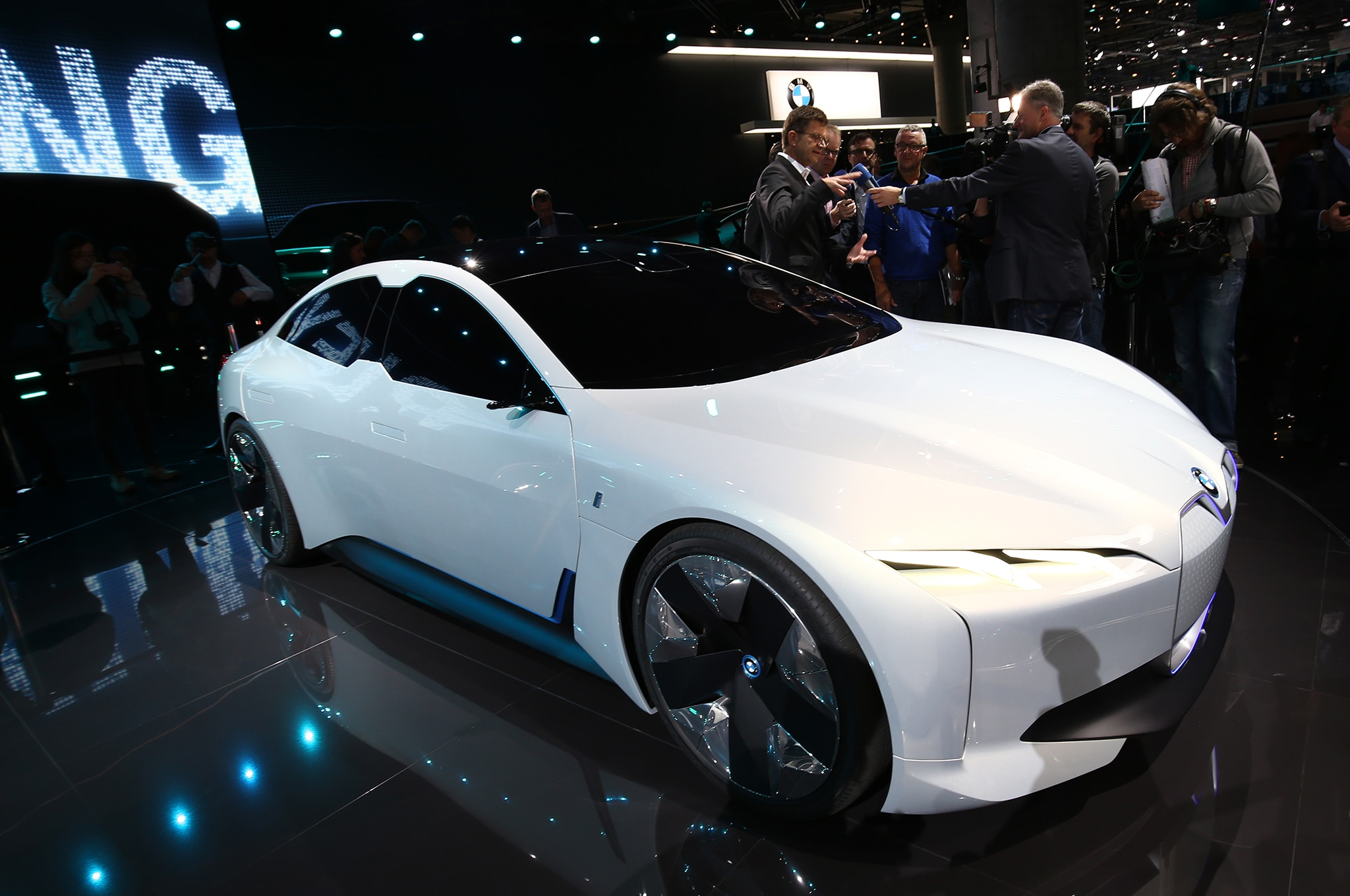 BMW I Vision Dynamics Concept Front Three Quarter 01