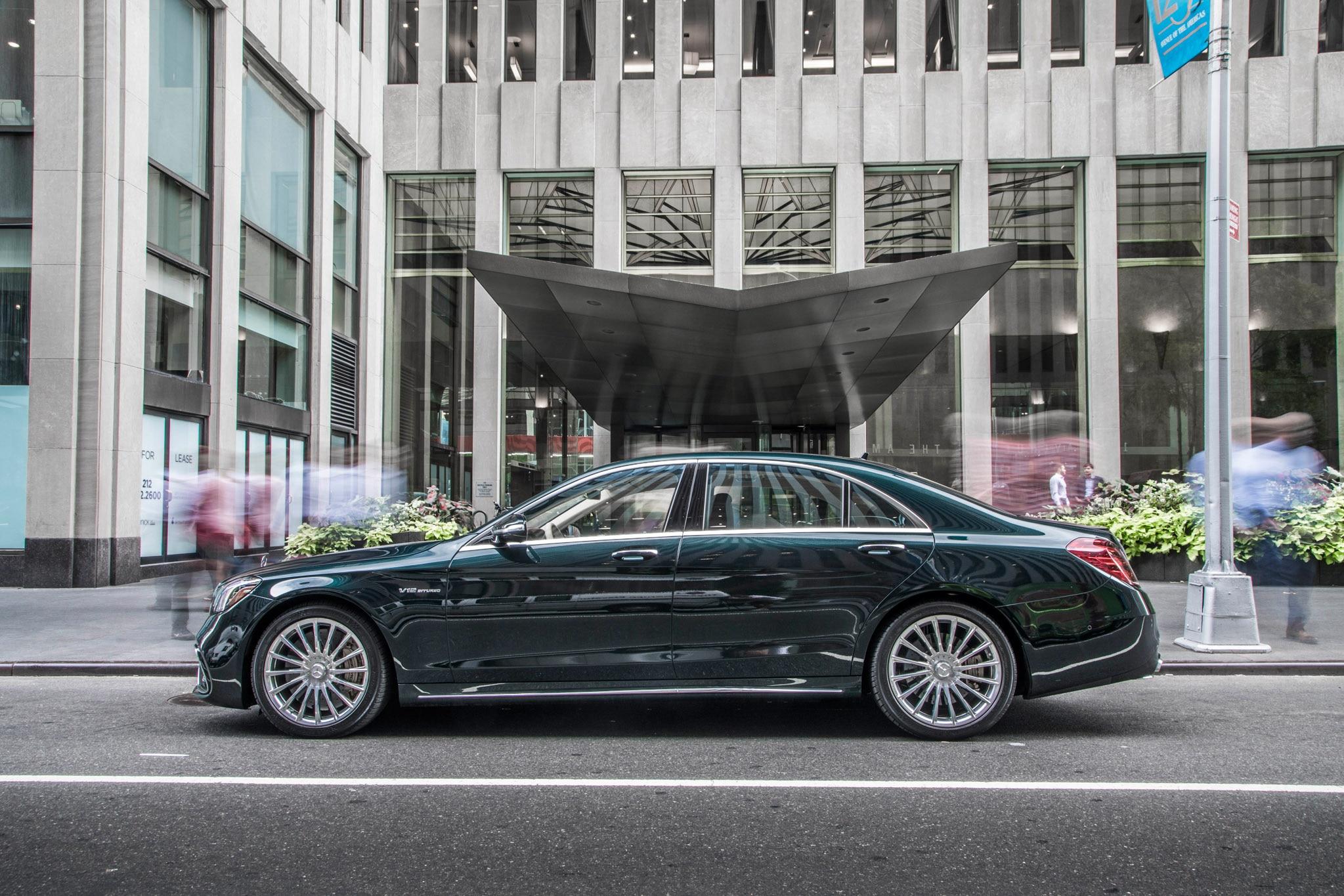 2018 mercedes benz s class sedan vs 2018 mercedes amg s for Mercedes benz 550 amg