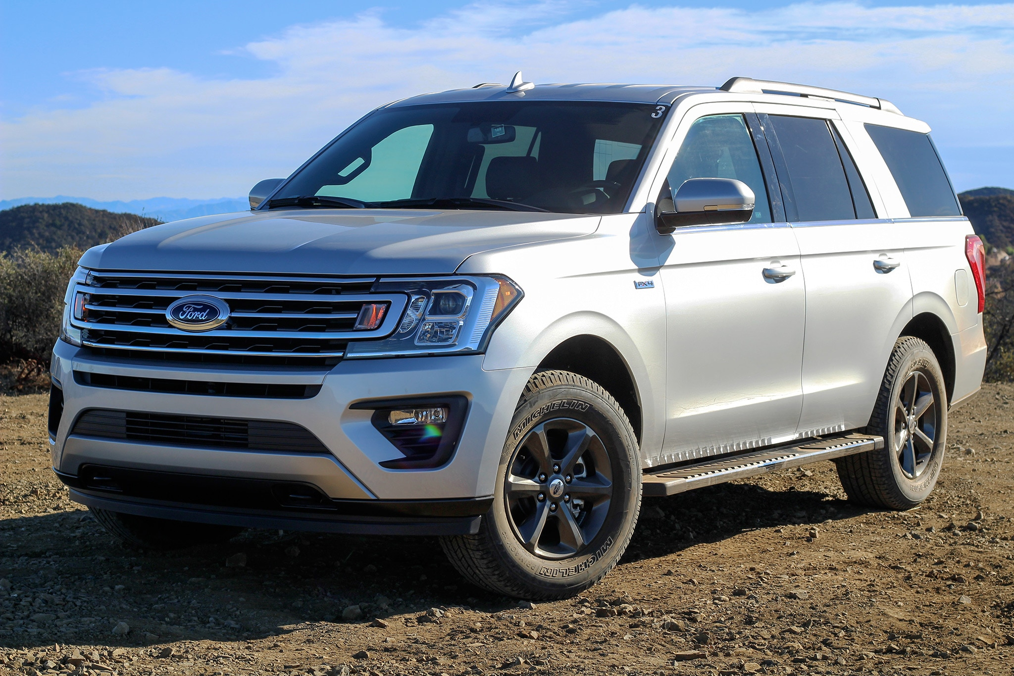 2018 Ford Expedition Front Three Quarter 04