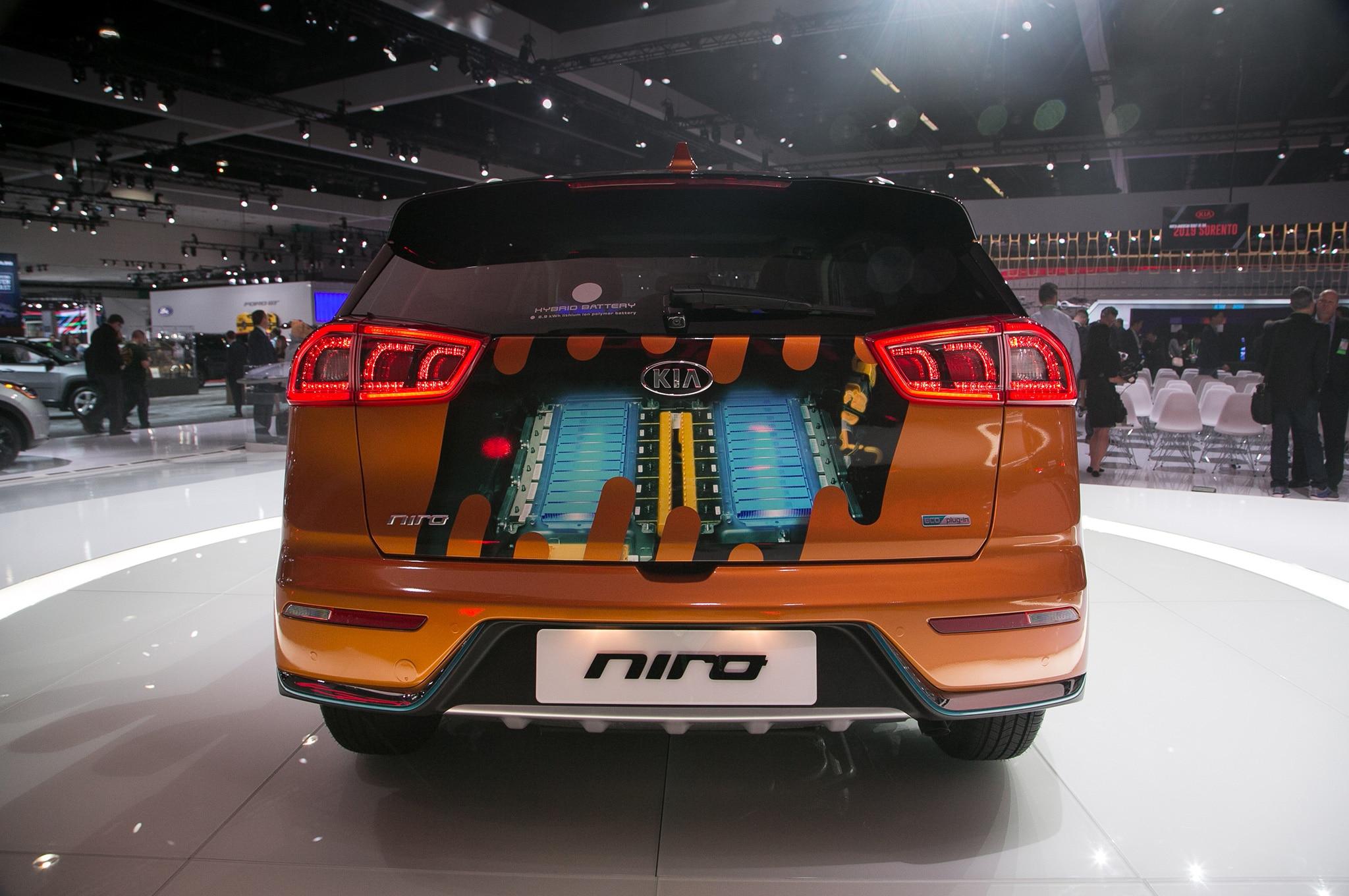 2018 kia niro plug in hybrid is coming soon automobile magazine. Black Bedroom Furniture Sets. Home Design Ideas