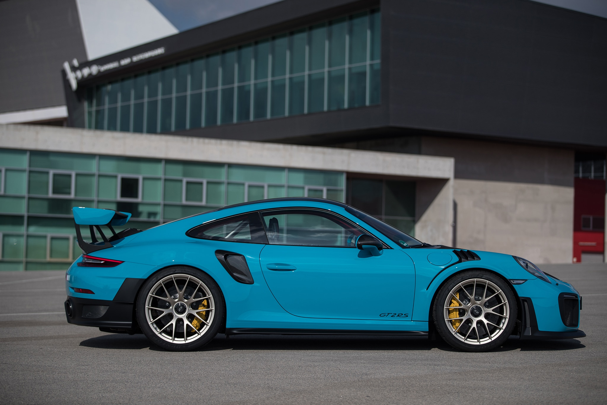 2018-Porsche-911-GT2-RS-side-profile-03 Breathtaking How Many Porsche 911 Gt2 Were Made Cars Trend