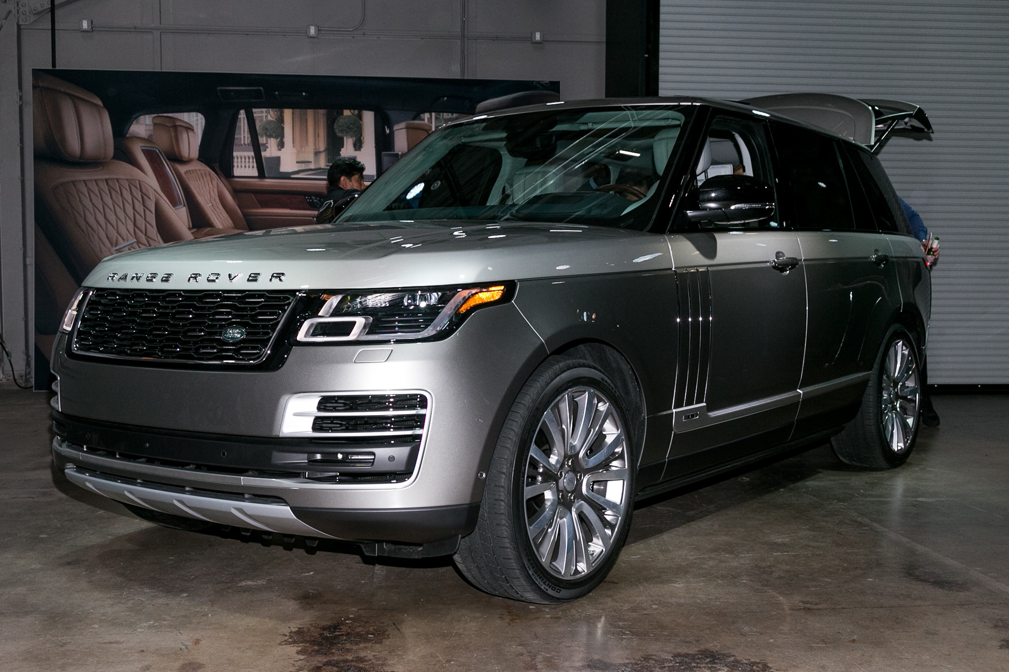 land rover shows off updated 2018 range rover svautobiography automobile magazine. Black Bedroom Furniture Sets. Home Design Ideas