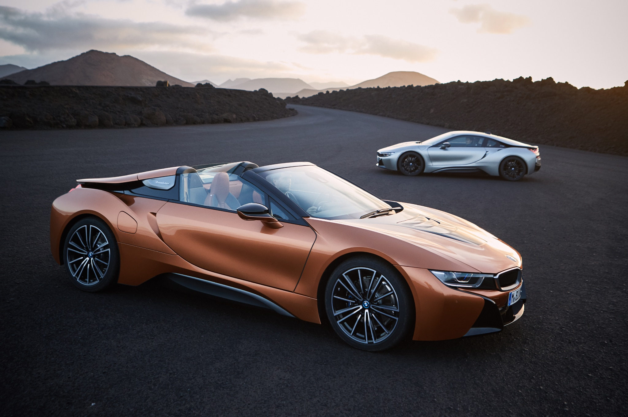 2019 bmw i8 roadster arrives alongside updated coupe automobile magazine. Black Bedroom Furniture Sets. Home Design Ideas
