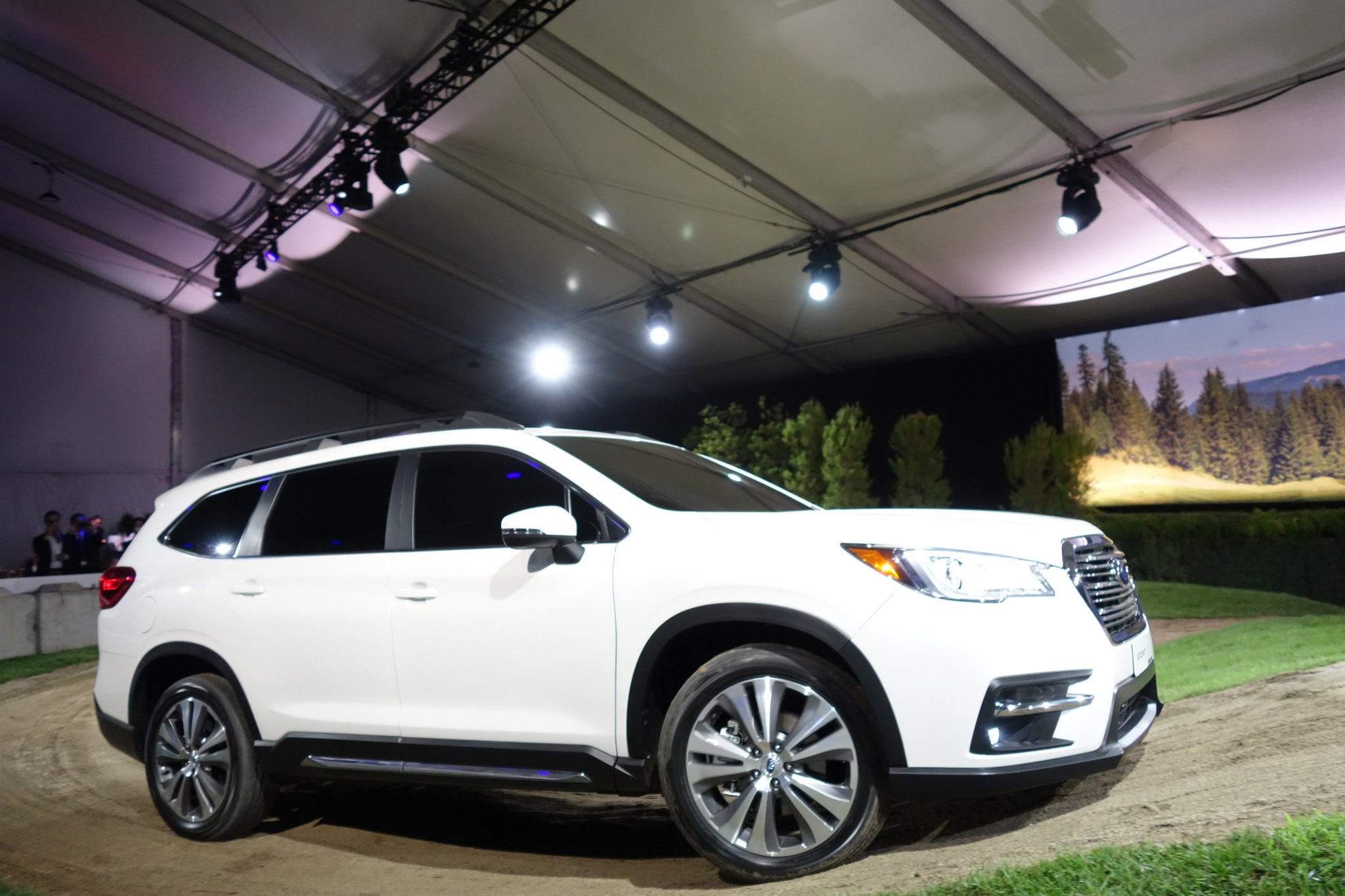 2019 Subaru Ascent Arrives with 19 Cupholders