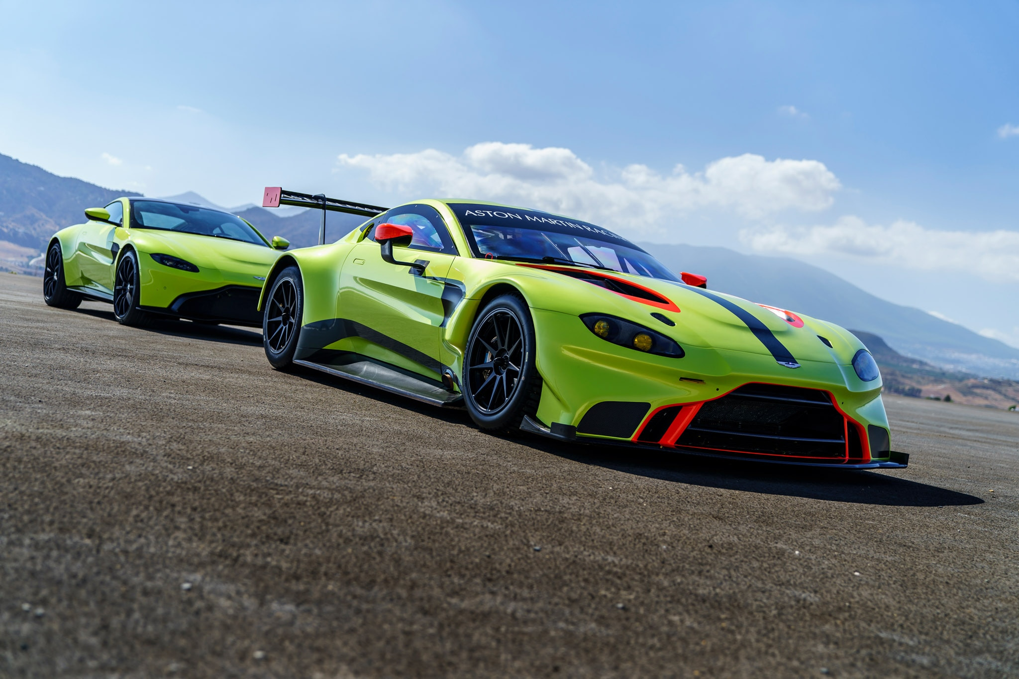 2018 aston martin vantage gte is even better looking than the street car automobile magazine. Black Bedroom Furniture Sets. Home Design Ideas