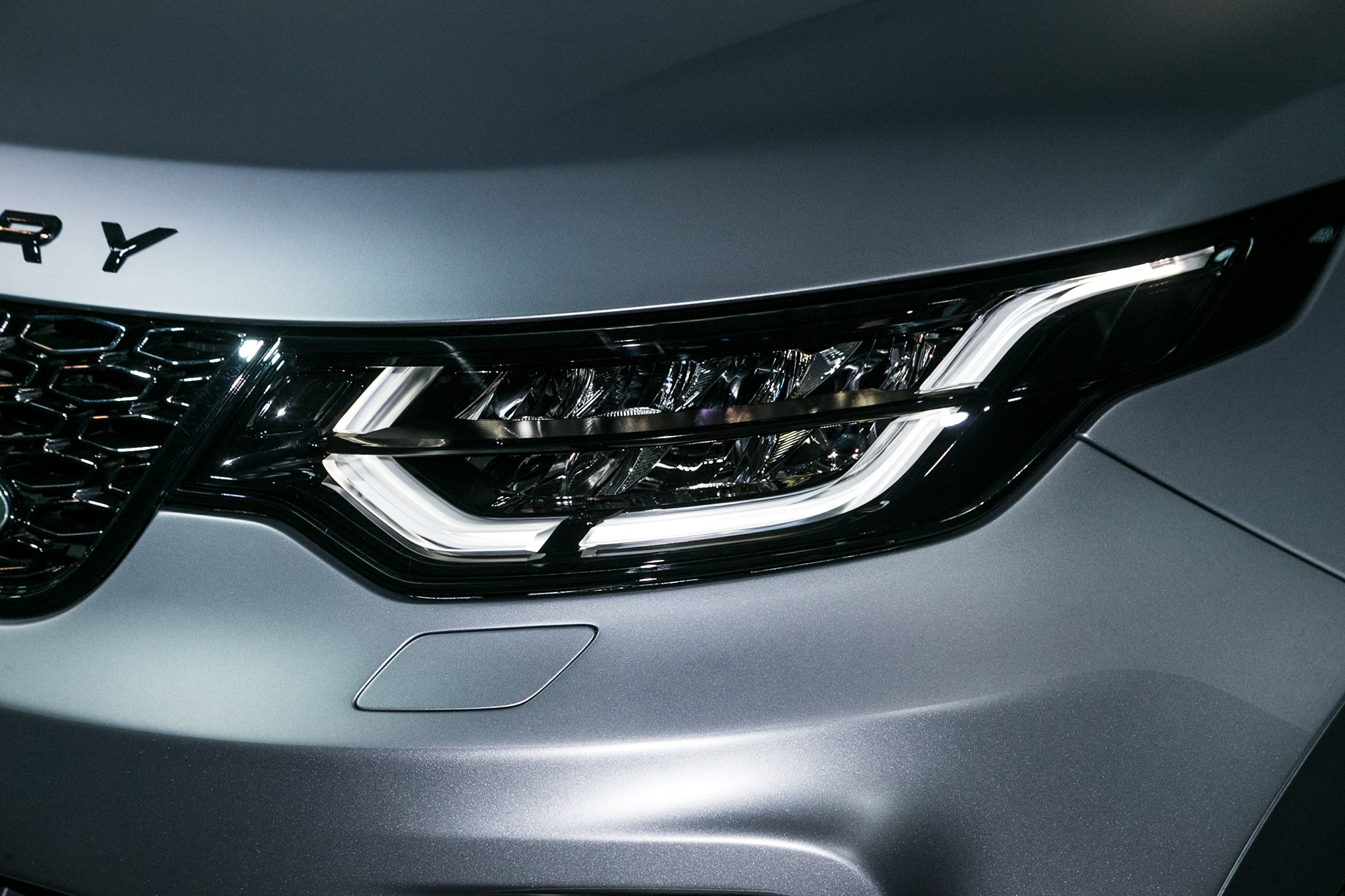 Land Rover Discovery SVX Concept Headlight