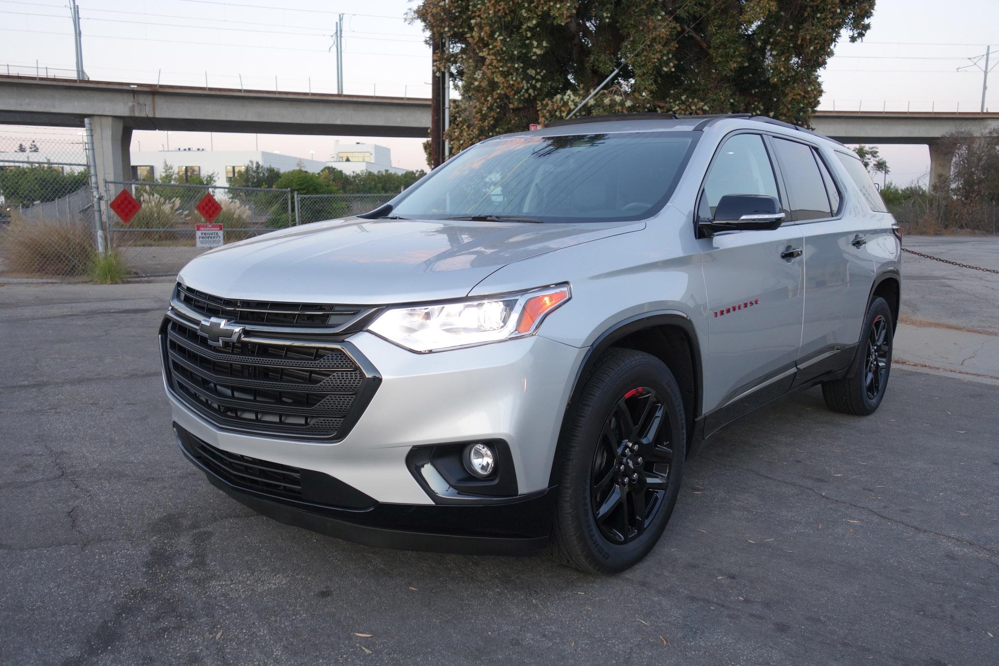 2018 Chevrolet Traverse FWD Premier Front Three Quarter