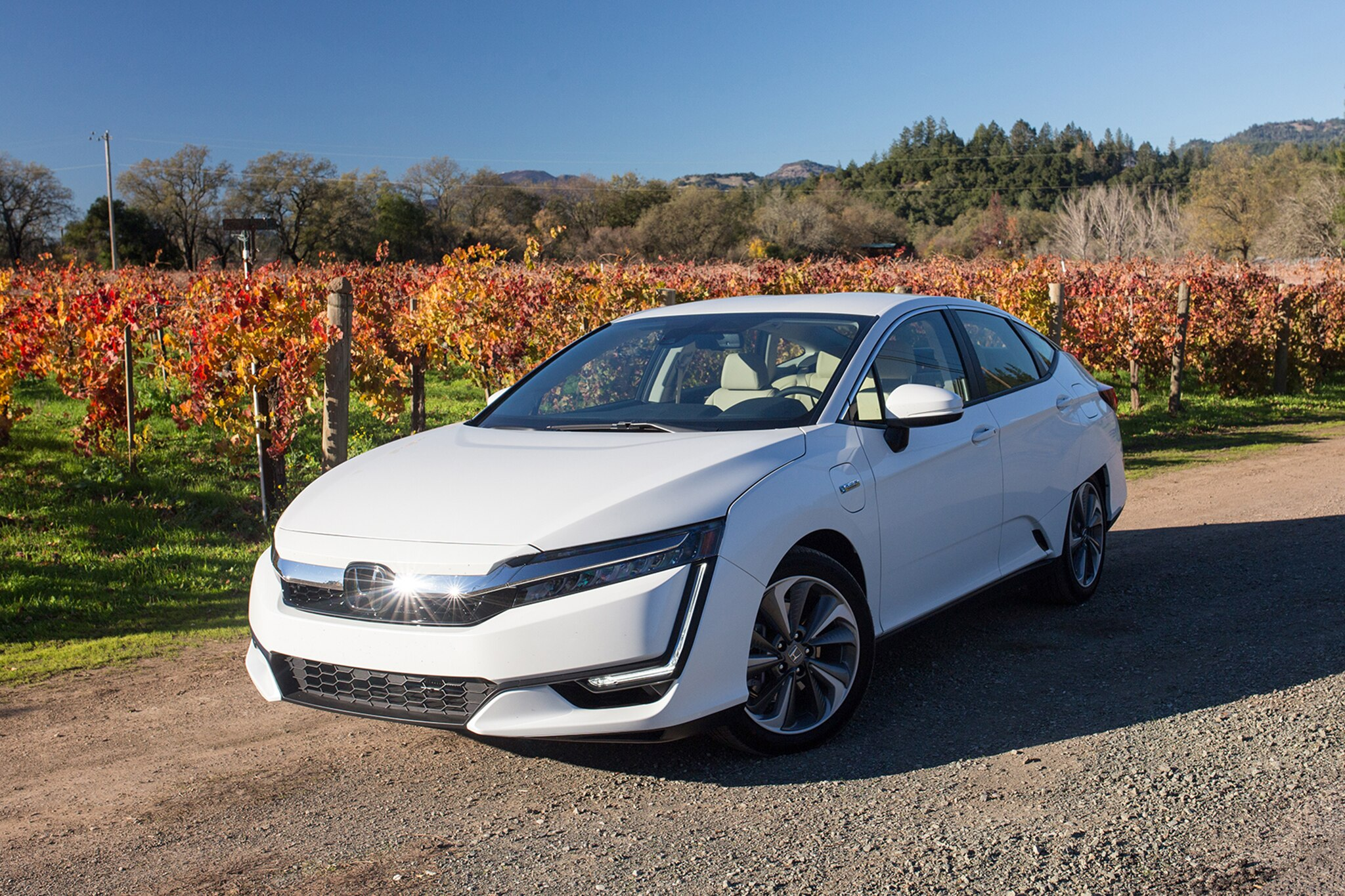 2018 Honda Clarity Plug In Front Three Quarter 10