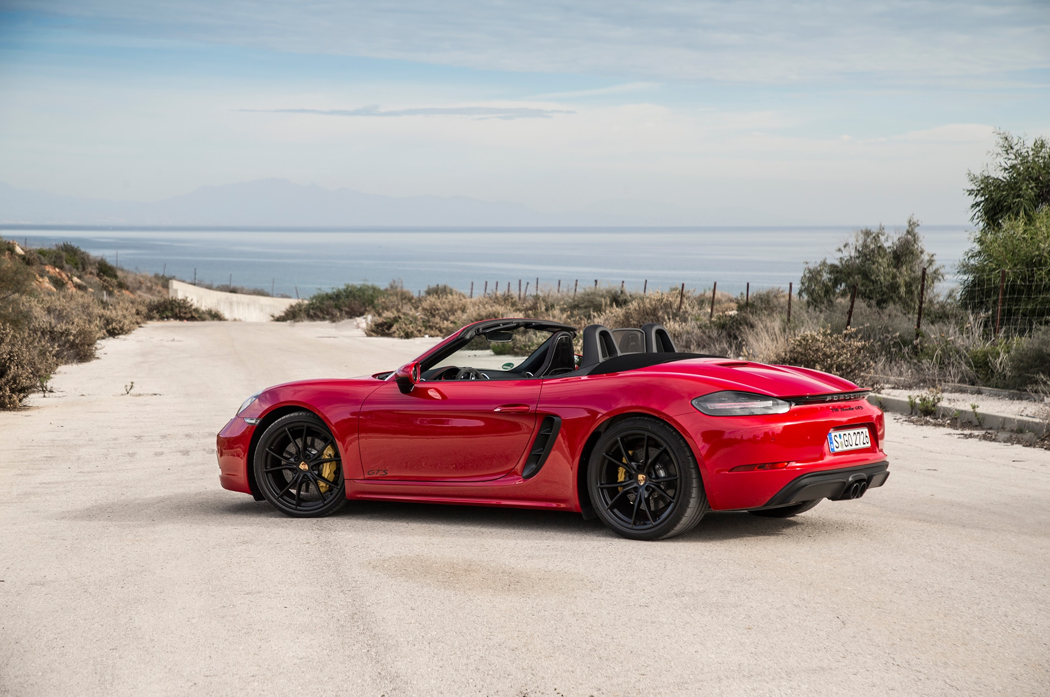 pure sport 2018 porsche 718 boxster gts and 718 cayman. Black Bedroom Furniture Sets. Home Design Ideas