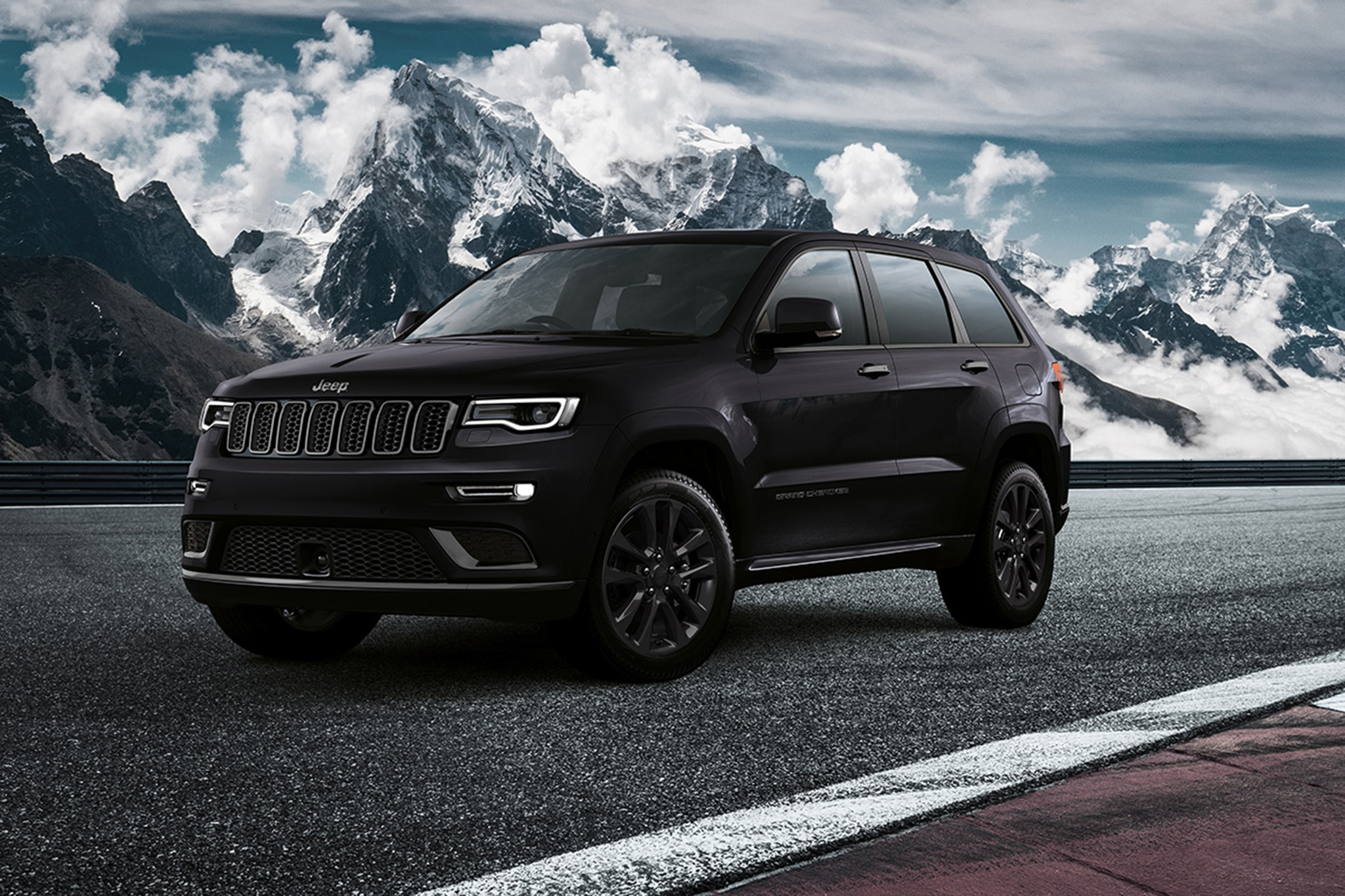 2018 jeep grand cherokee s goes dark in europe automobile magazine. Black Bedroom Furniture Sets. Home Design Ideas