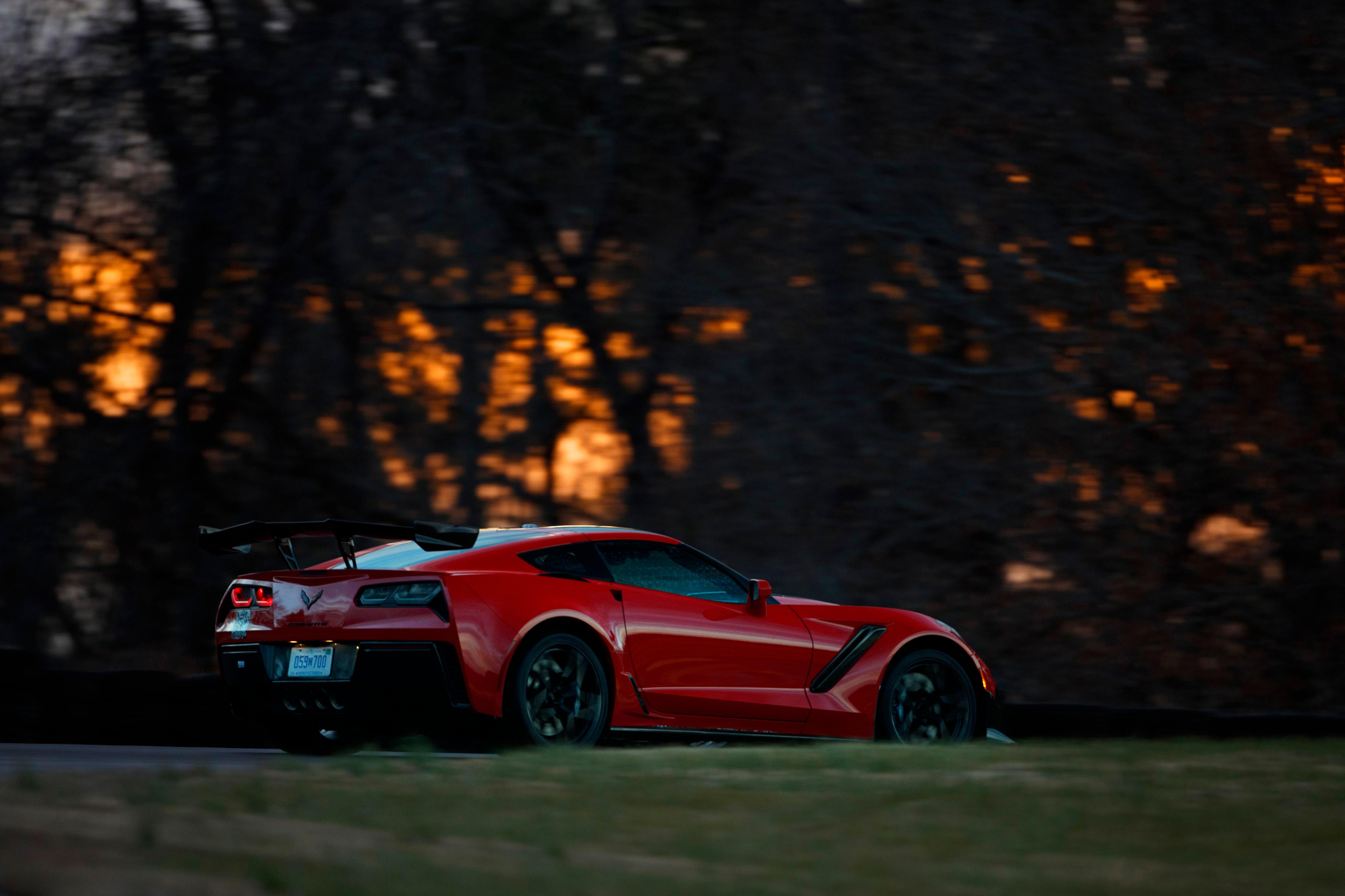 2019 Chevrolet Corvette ZR1 Sets Lap Record at Virginia ...