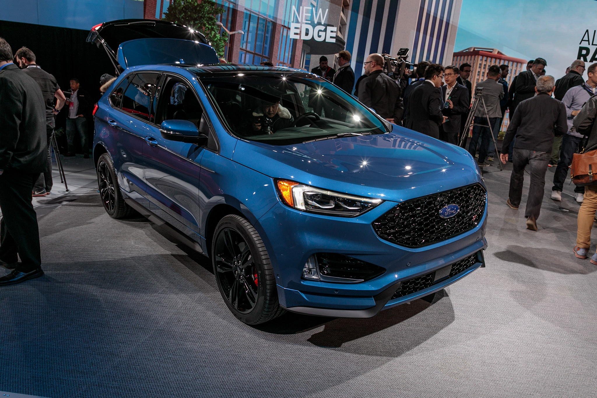 2019 Ford Edge ST 12