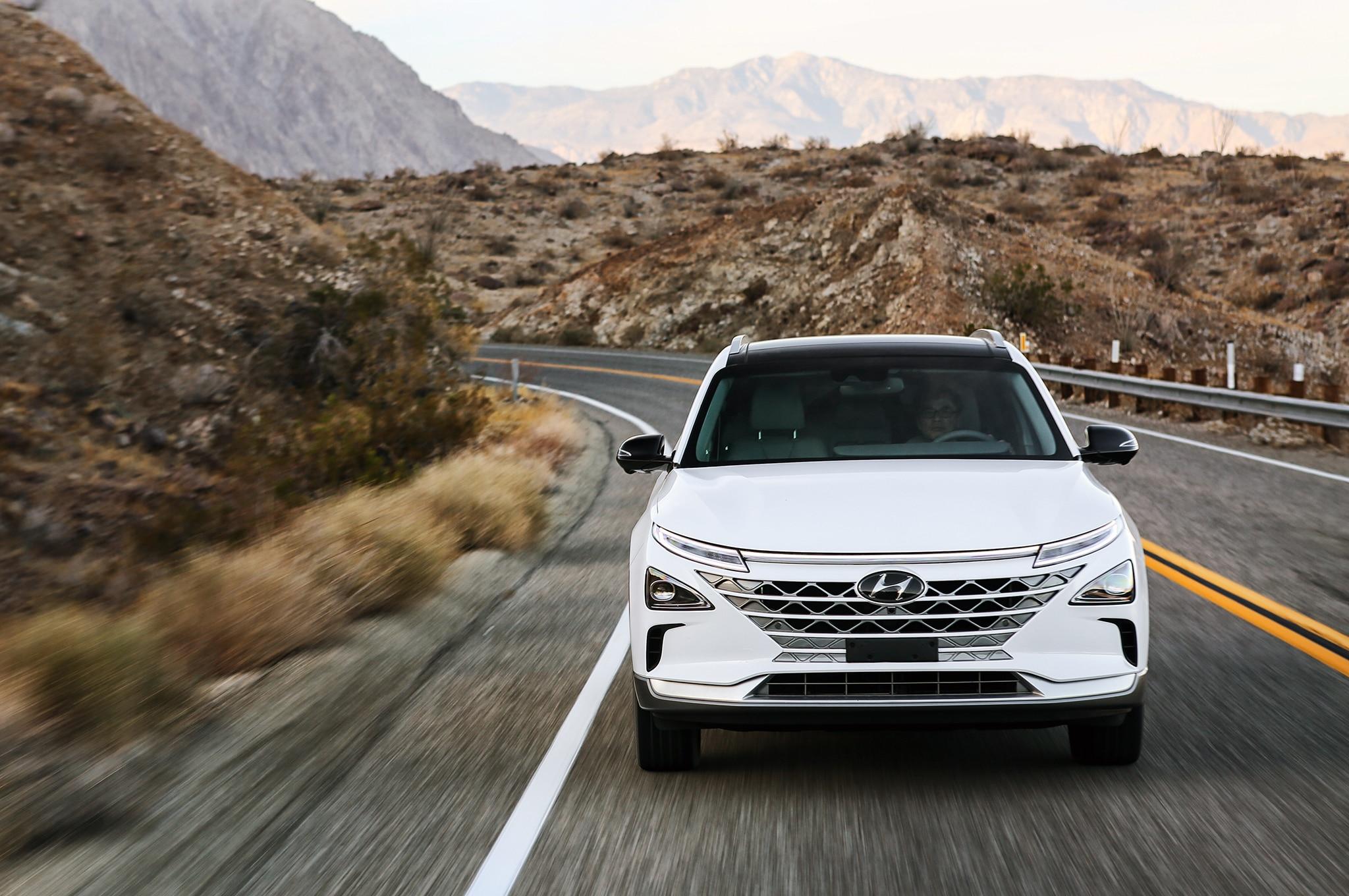 2019-Hyundai-Nexo-front-in-motion-03.jpg