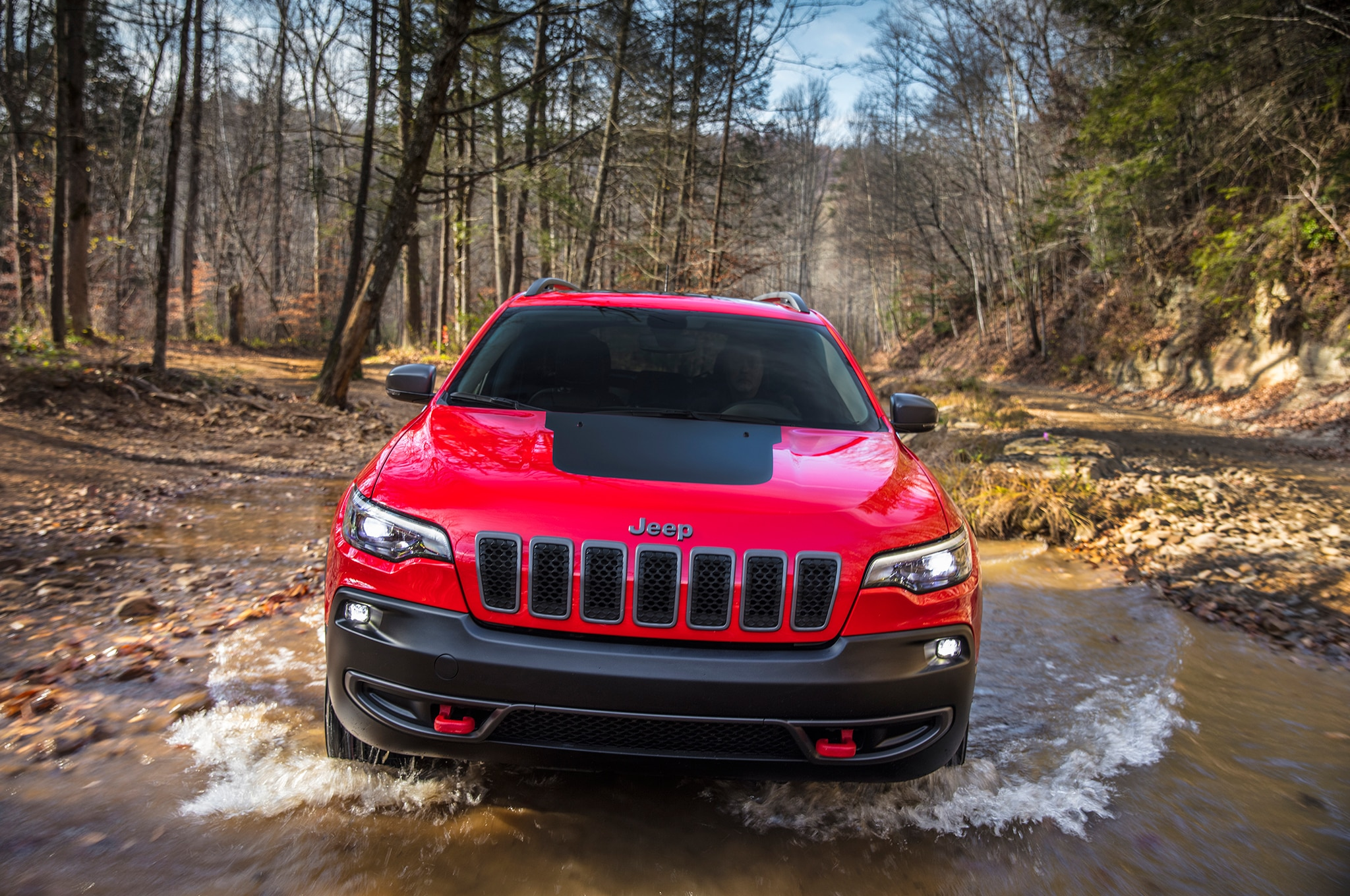 2019 Jeep Cherokee Front In Motion 12