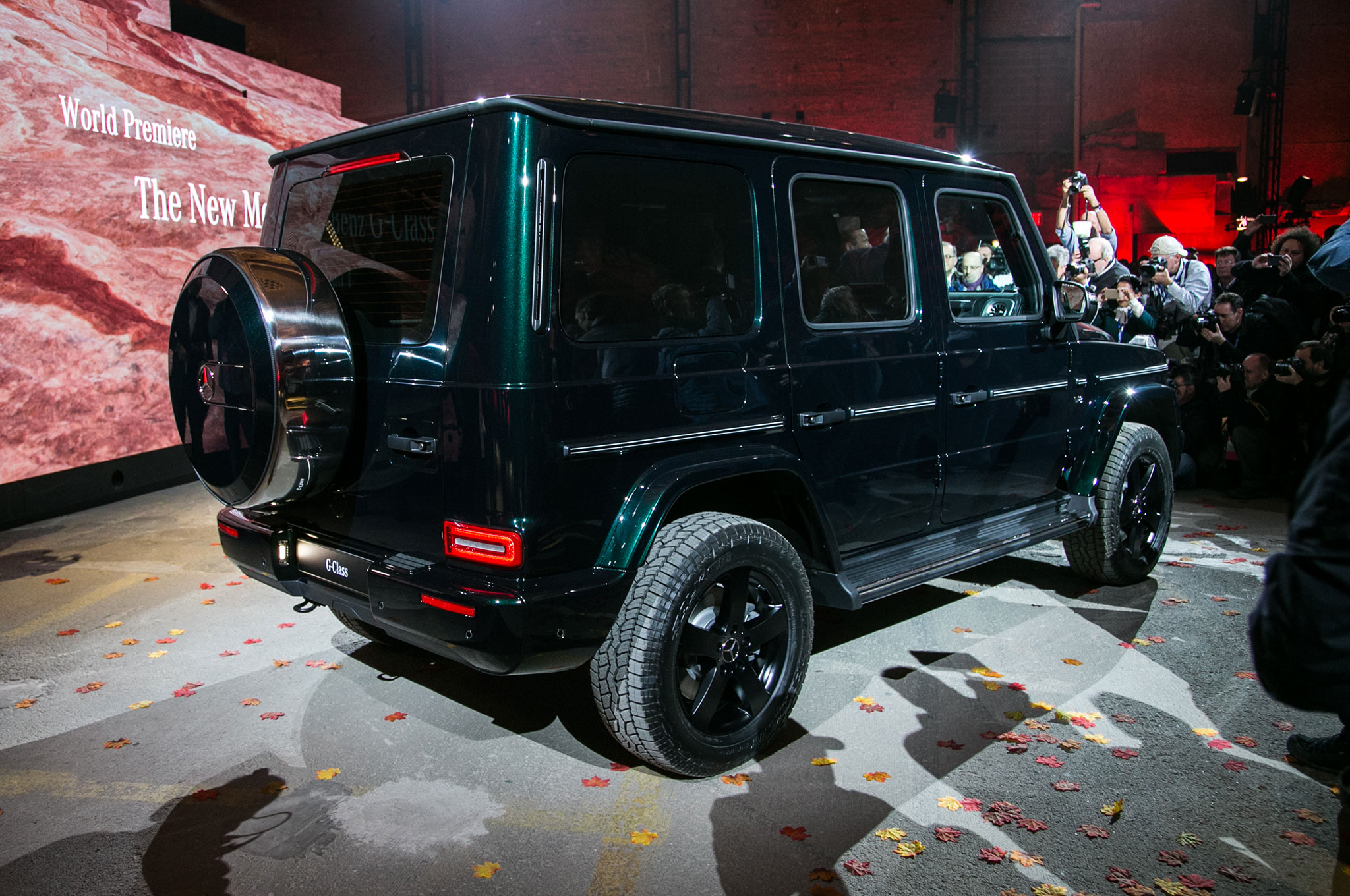 http://st.automobilemag.com/uploads/sites/11/2018/01/2019-Mercedes-Benz-G-Class-rear-side-view-on-stage.jpg