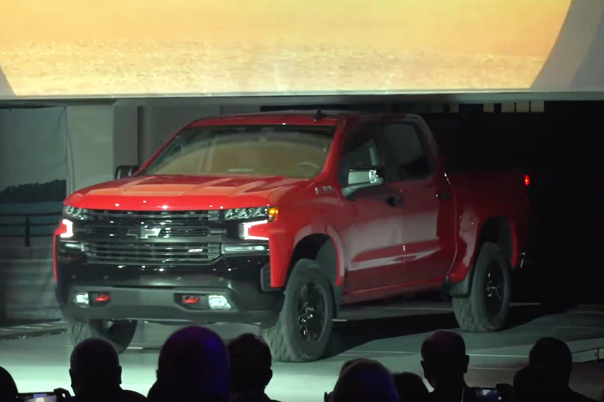 Chevrolet Silverado adds tech, drops weight, snarks F-150
