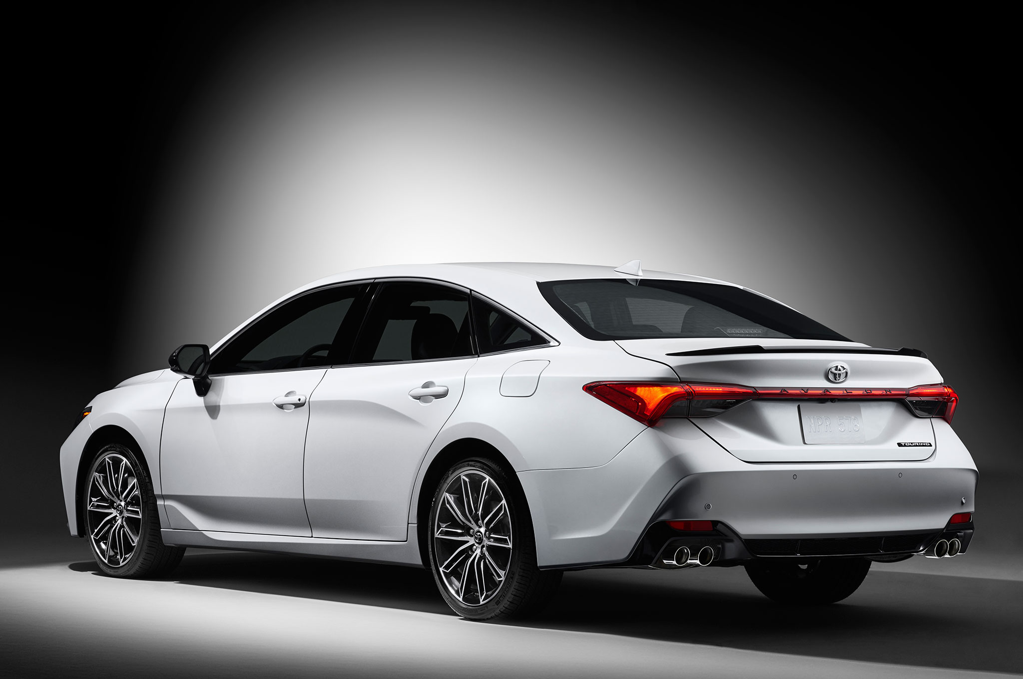 Toyota Avalon Promises to be a Functional Family-Friendly Cruiser