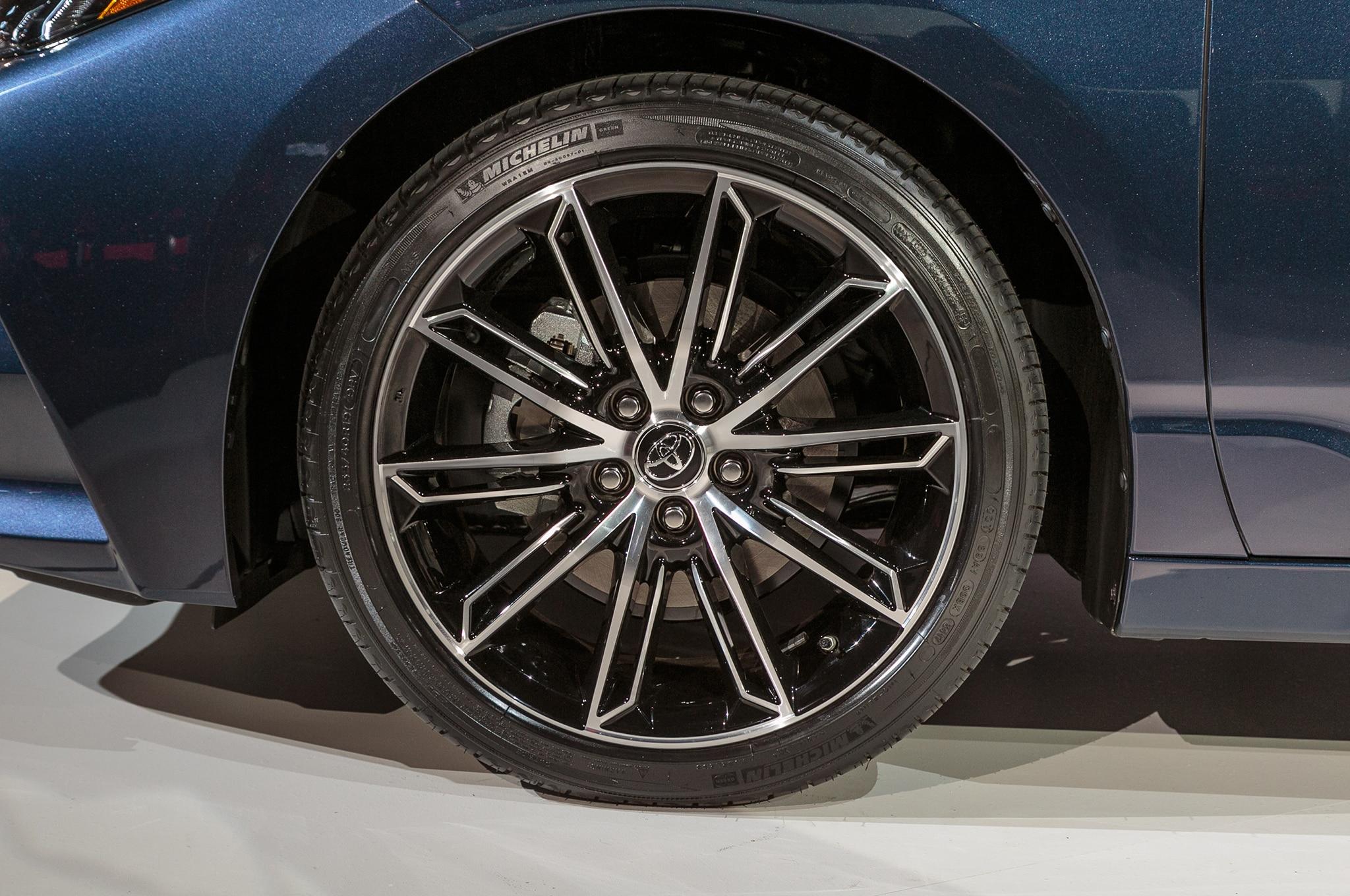 Toyota completely redesigns Avalon sedan